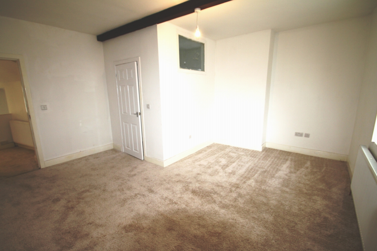 3 Bedroom Apartment Flat/apartment To Rent - Photograph 8