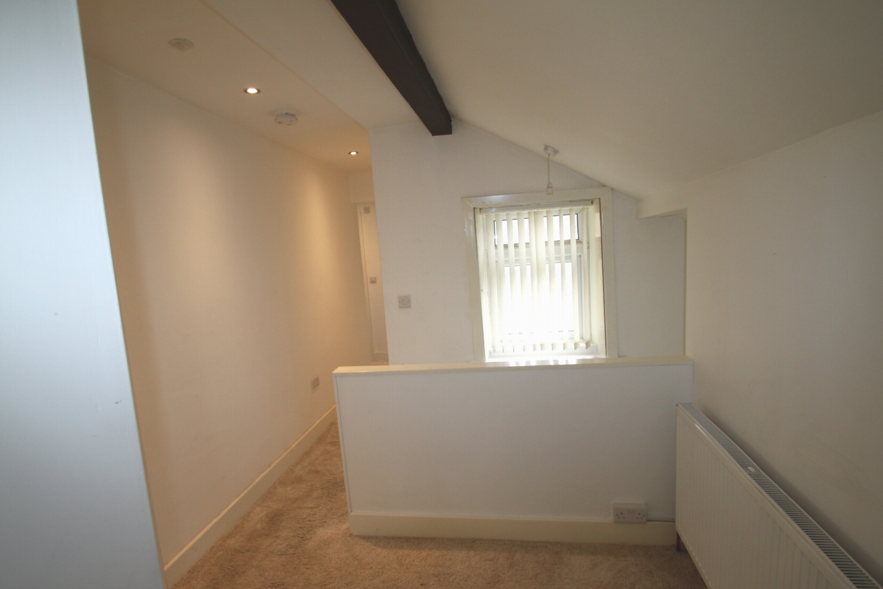 3 Bedroom Apartment Flat/apartment To Rent - Photograph 9