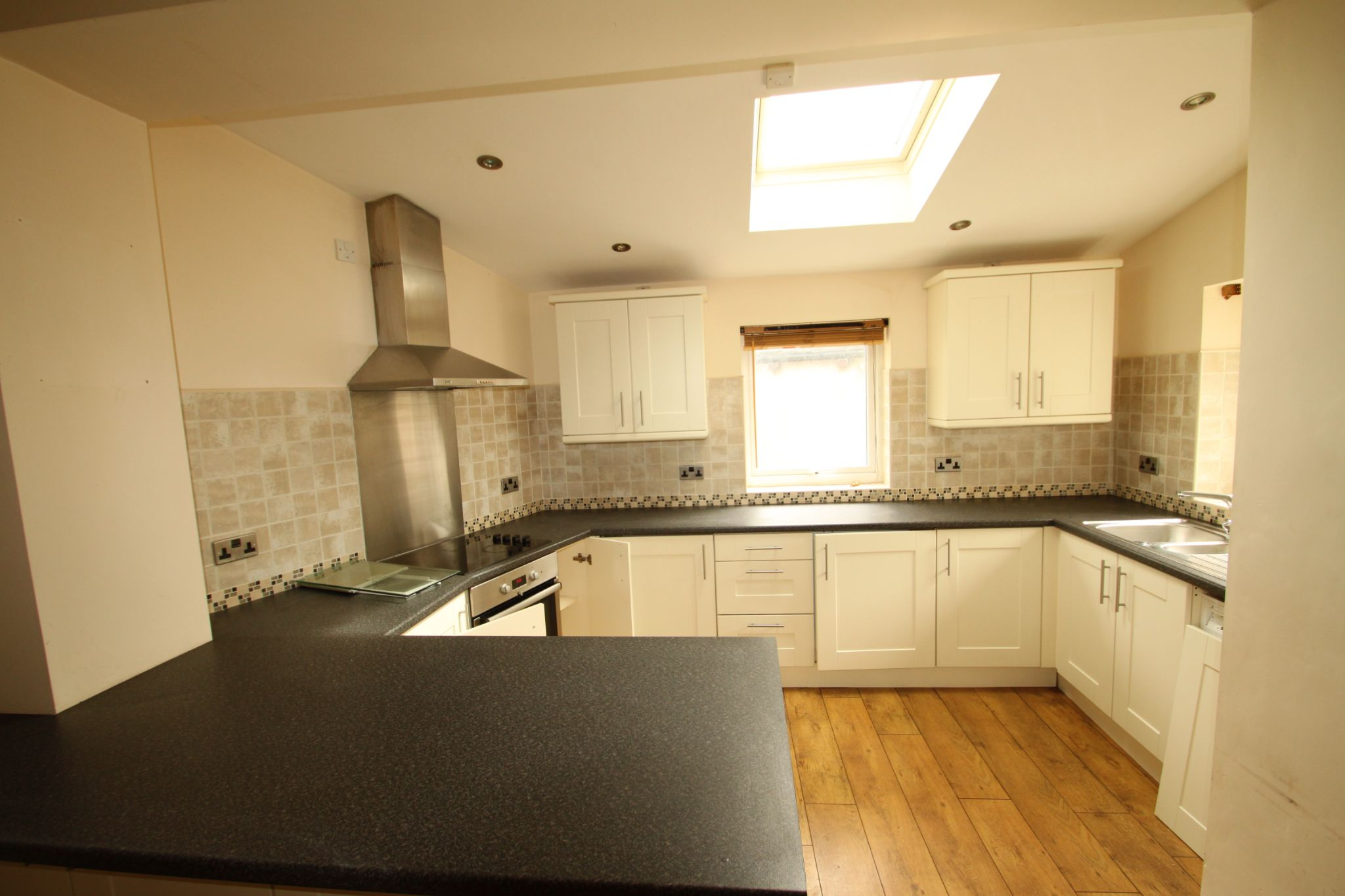 1 Bedroom Mid Terraced House For Sale - Photograph 3