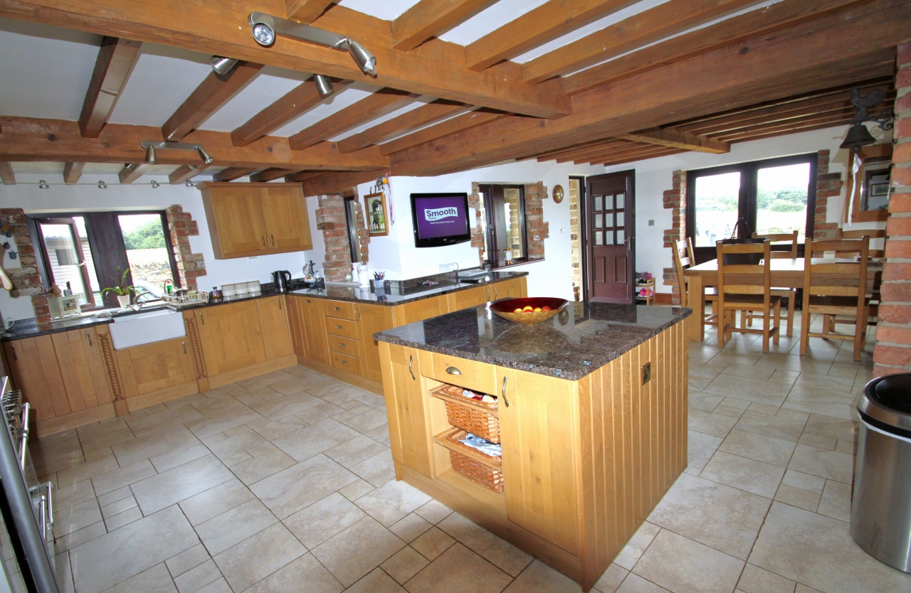 5 Bedroom Detached House For Sale - Photograph 6