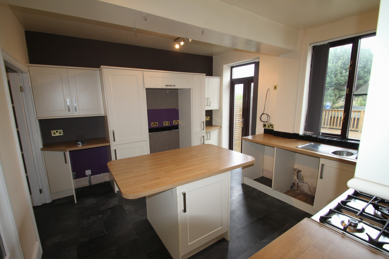 4 Bedroom Barn Conversion House To Rent - Photograph 5