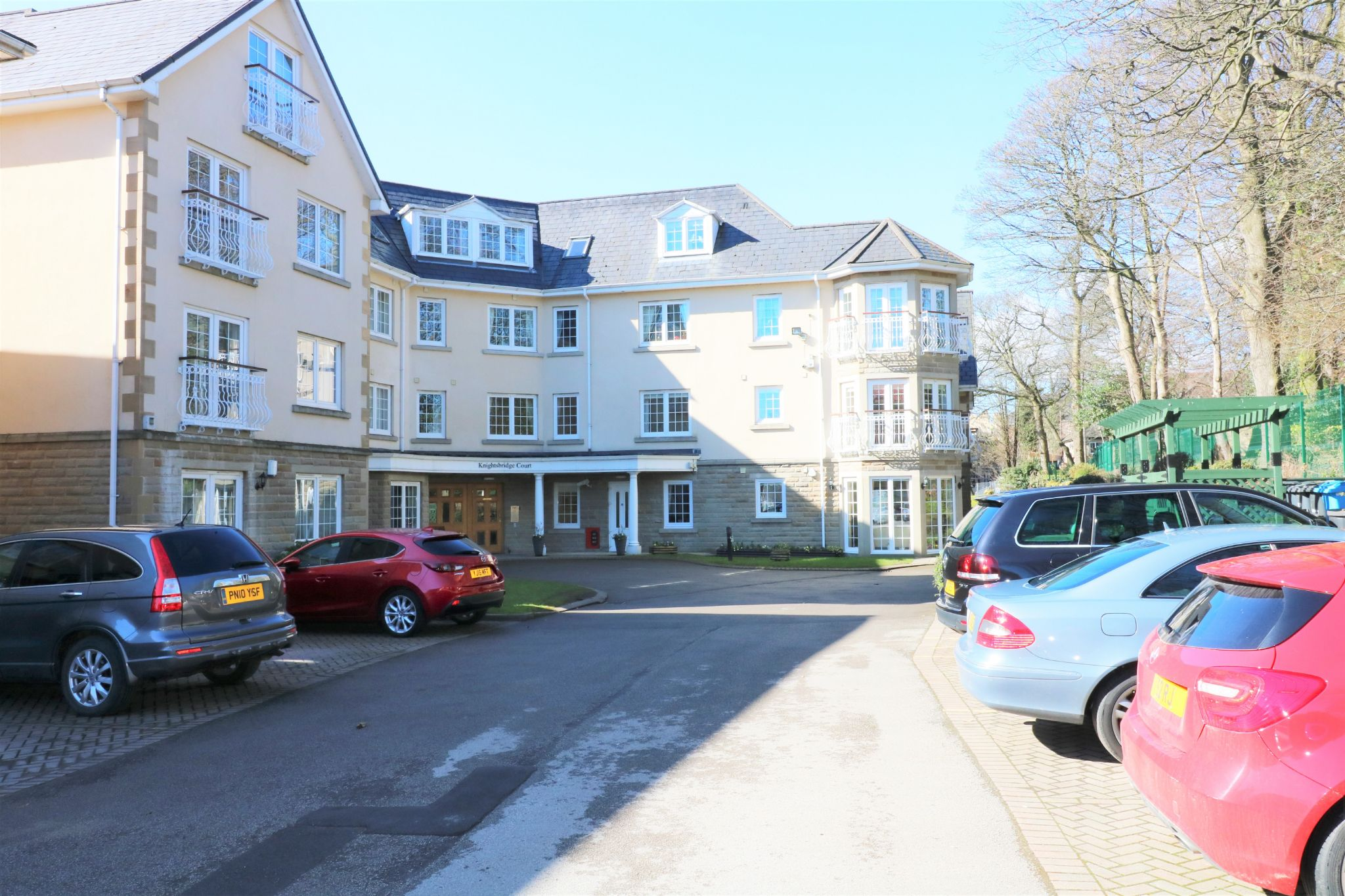 1 Bedroom Penthouse Flat/apartment For Sale - Photograph 2