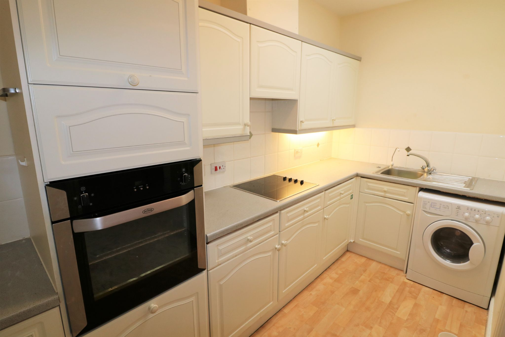 1 Bedroom Penthouse Flat/apartment For Sale - Photograph 5