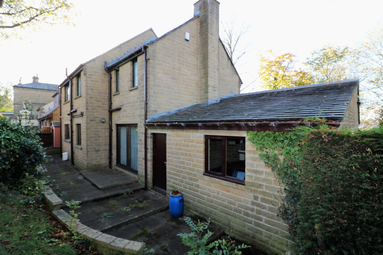 3 Bedroom Detached House For Sale - Photograph 18