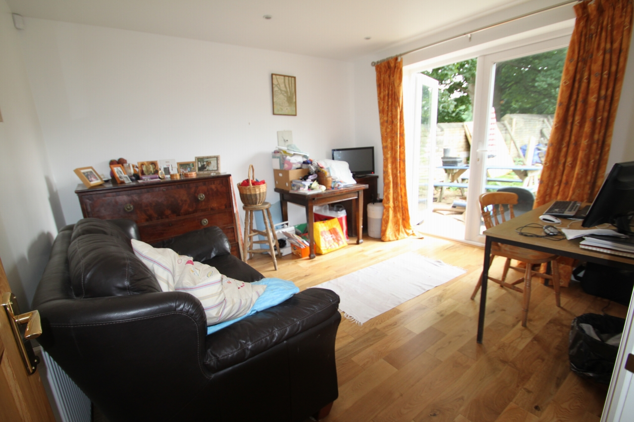 4 Bedroom Detached House To Rent - Photograph 13