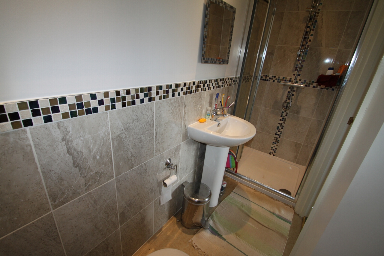 4 Bedroom Detached House To Rent - Photograph 9