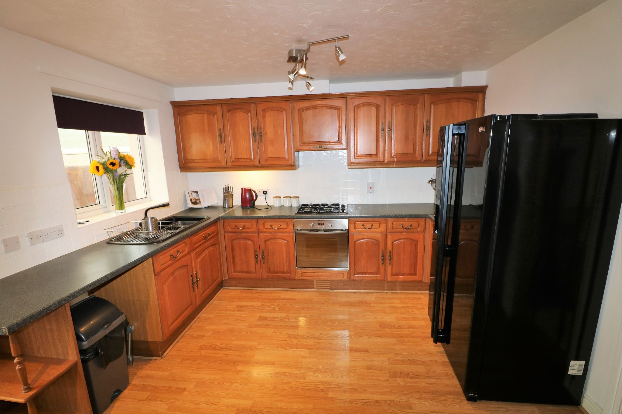 3 Bedroom Town House For Sale - Photograph 12