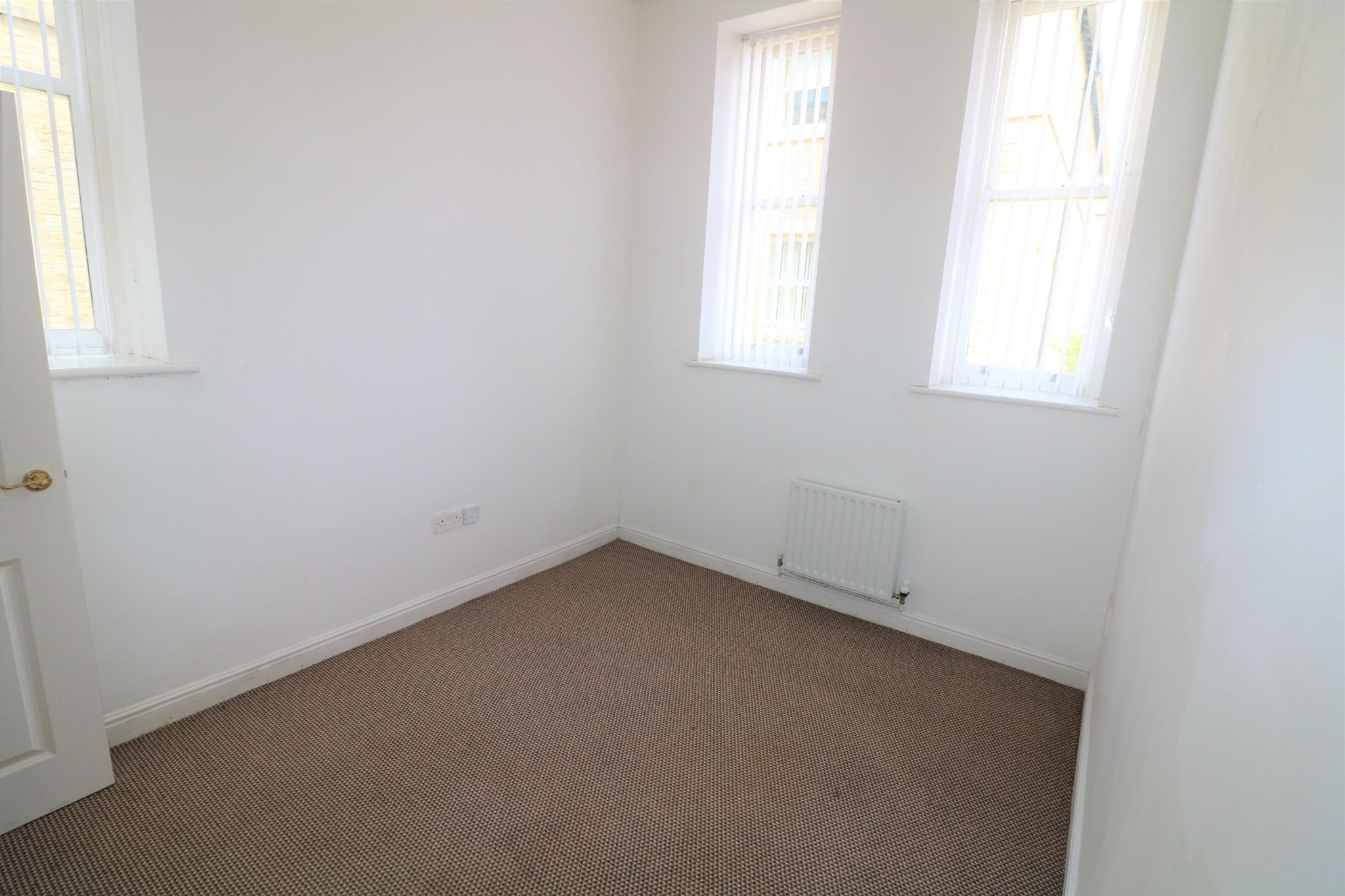 2 Bedroom Apartment Flat/apartment For Sale - Photograph 10