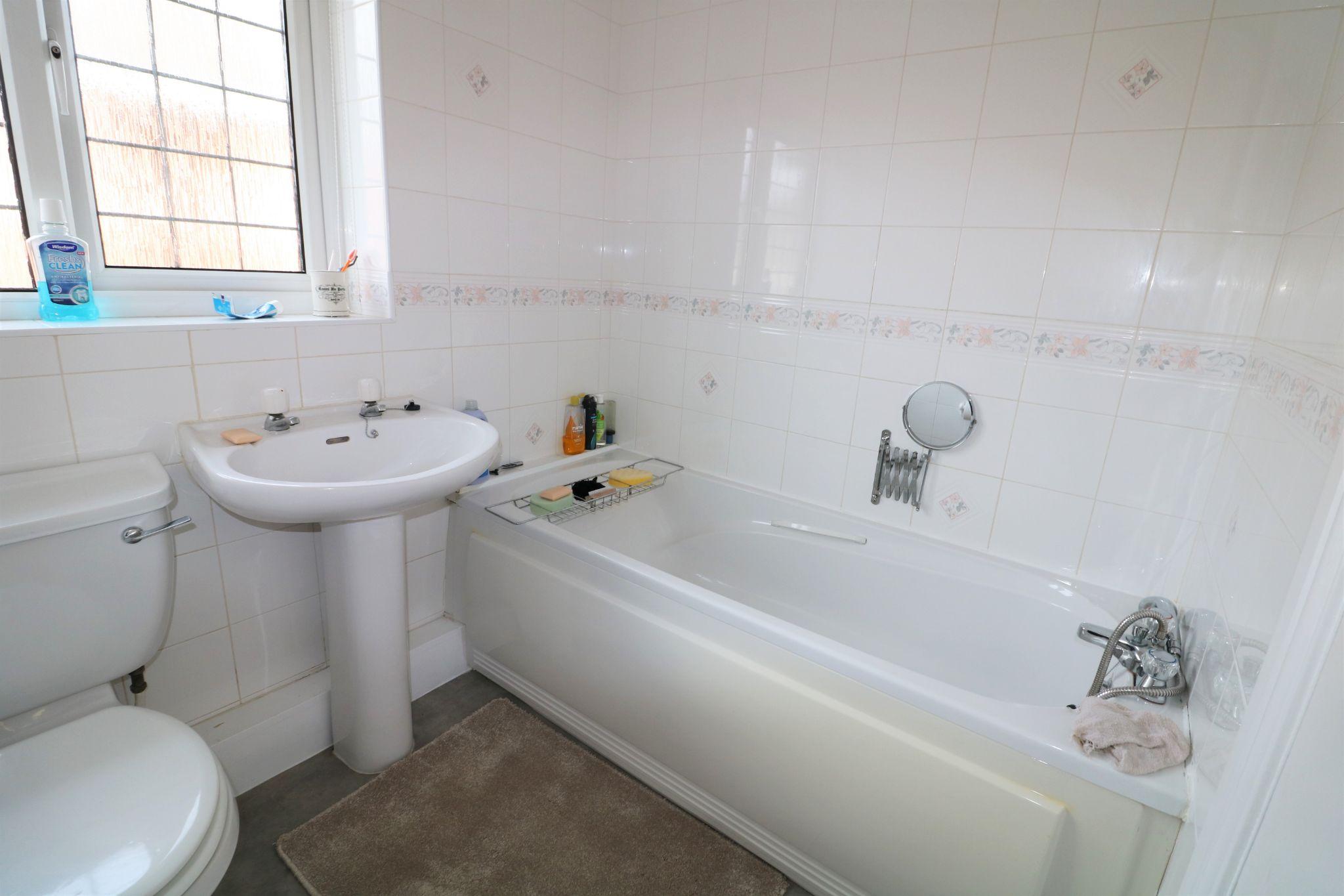 2 Bedroom Detached Bungalow For Sale - Photograph 11