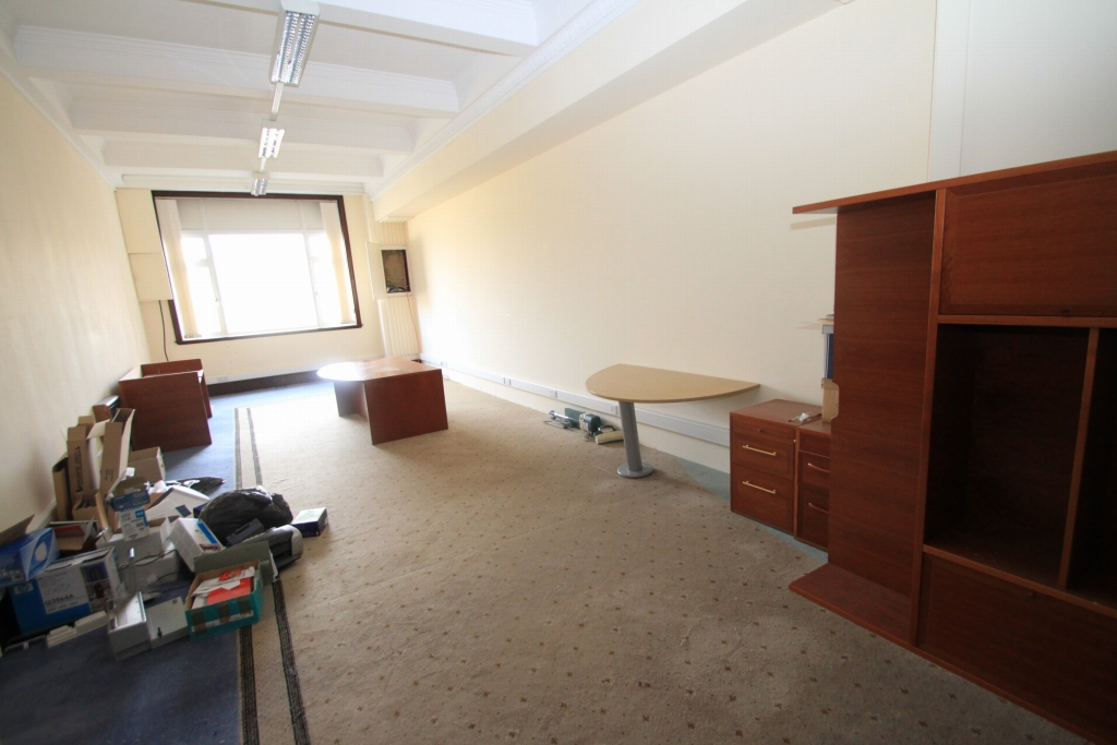 Office To Rent - Photograph 8