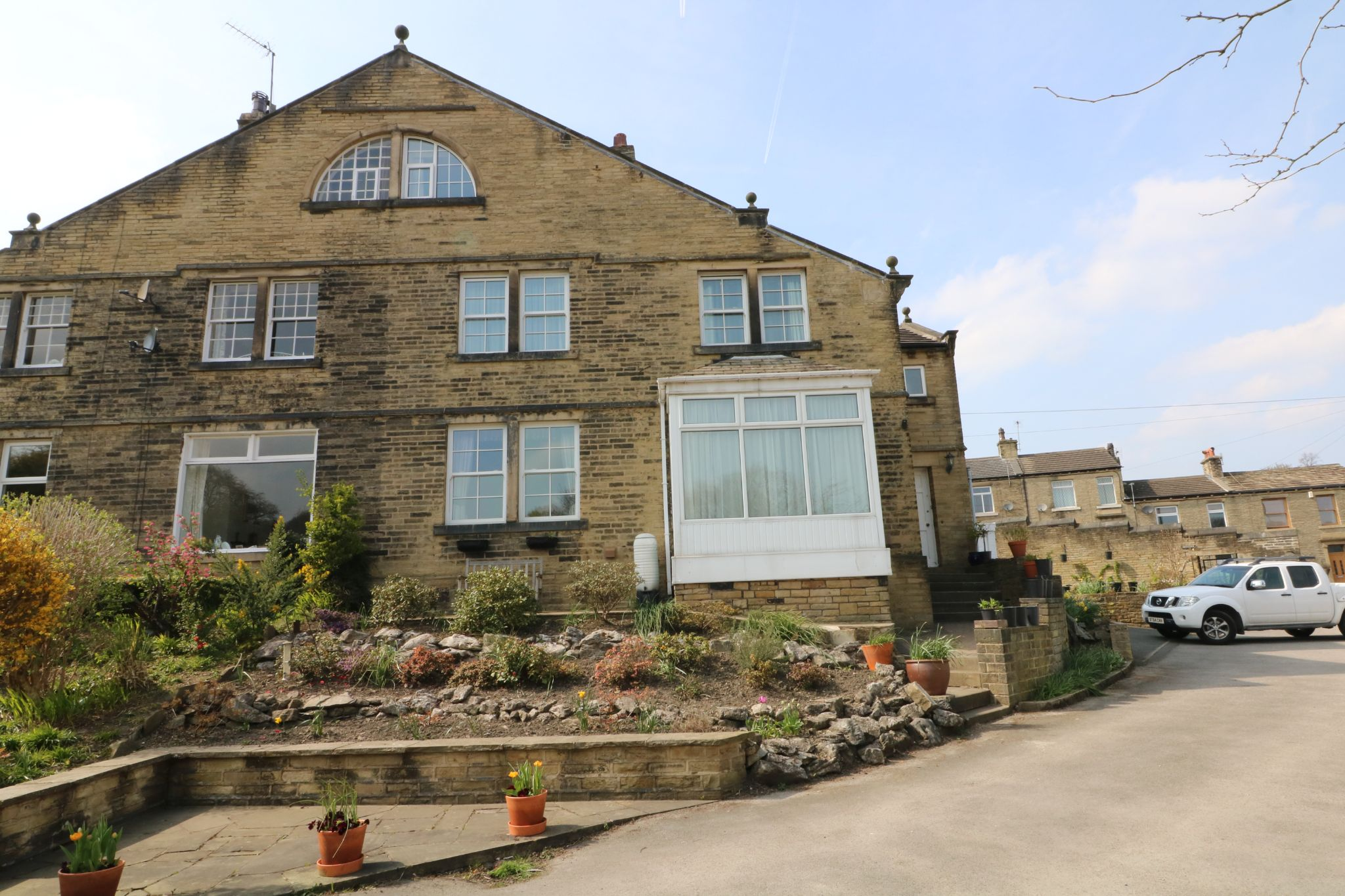 6 Bedroom Semi-detached House For Sale - Photograph 1