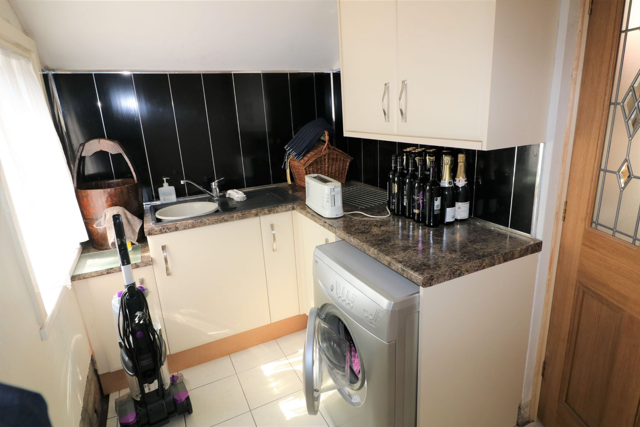 6 Bedroom Semi-detached House For Sale - Photograph 14