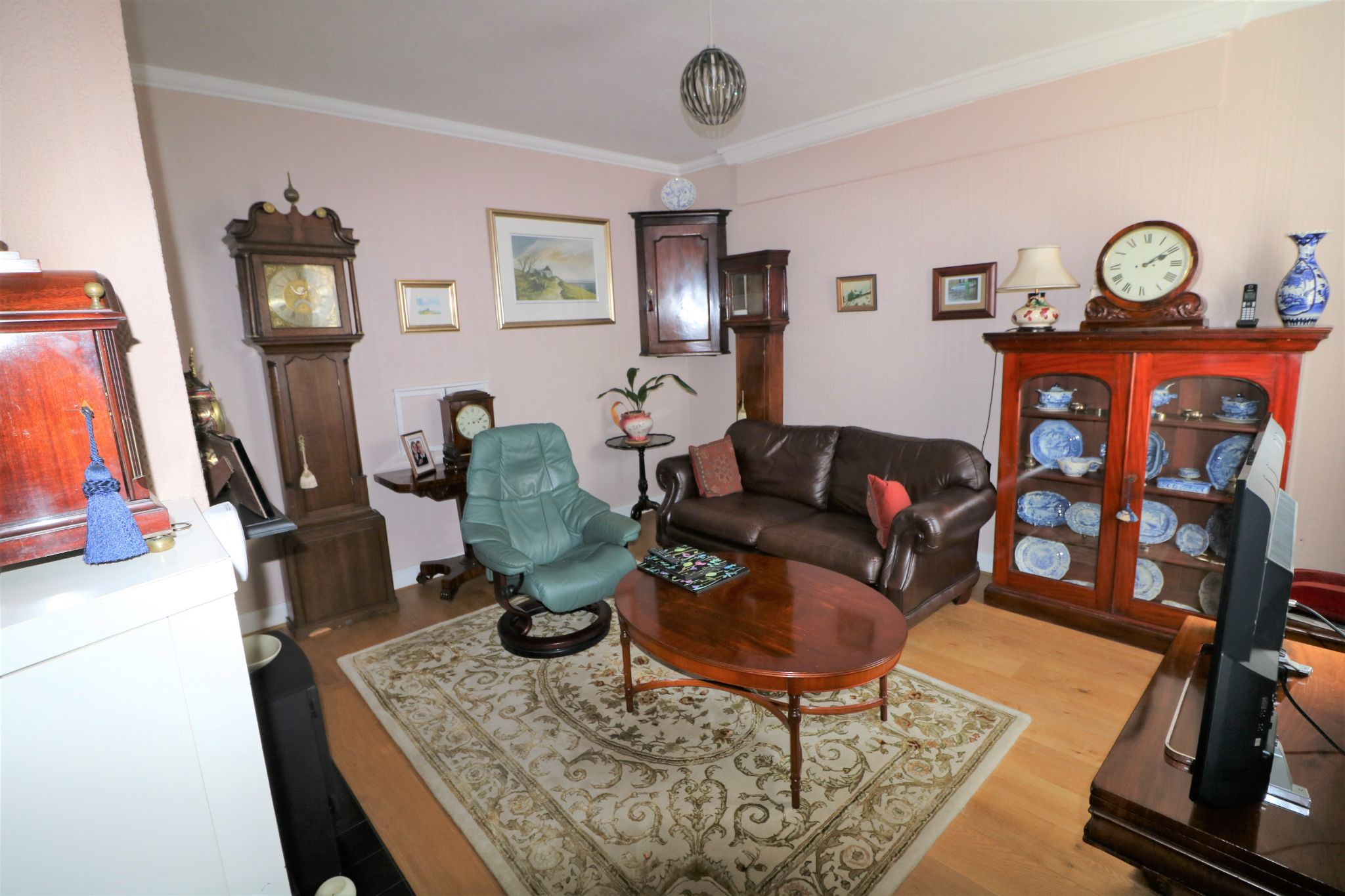 6 Bedroom Semi-detached House For Sale - Photograph 10