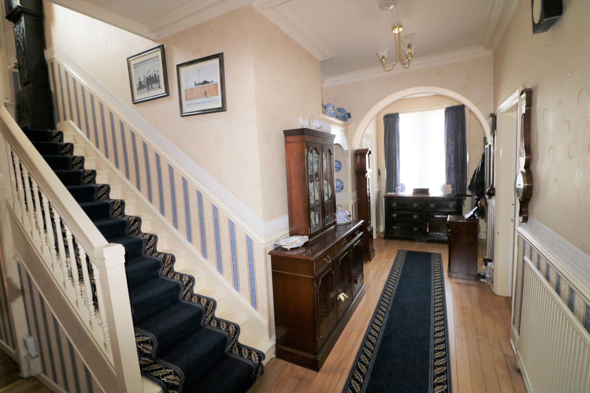 6 Bedroom Semi-detached House For Sale - Photograph 8