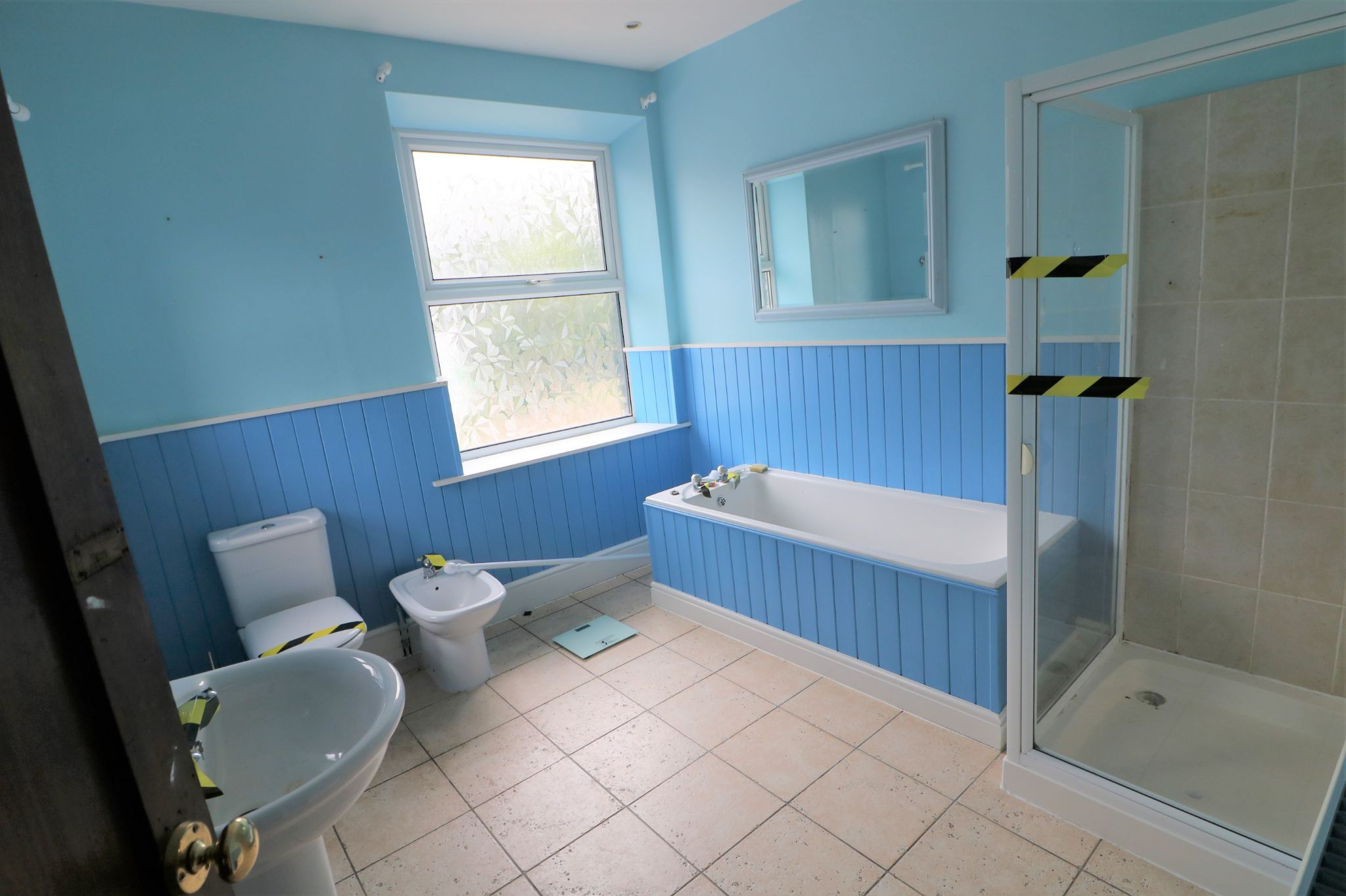 3 Bedroom Public House To Rent - Photograph 9