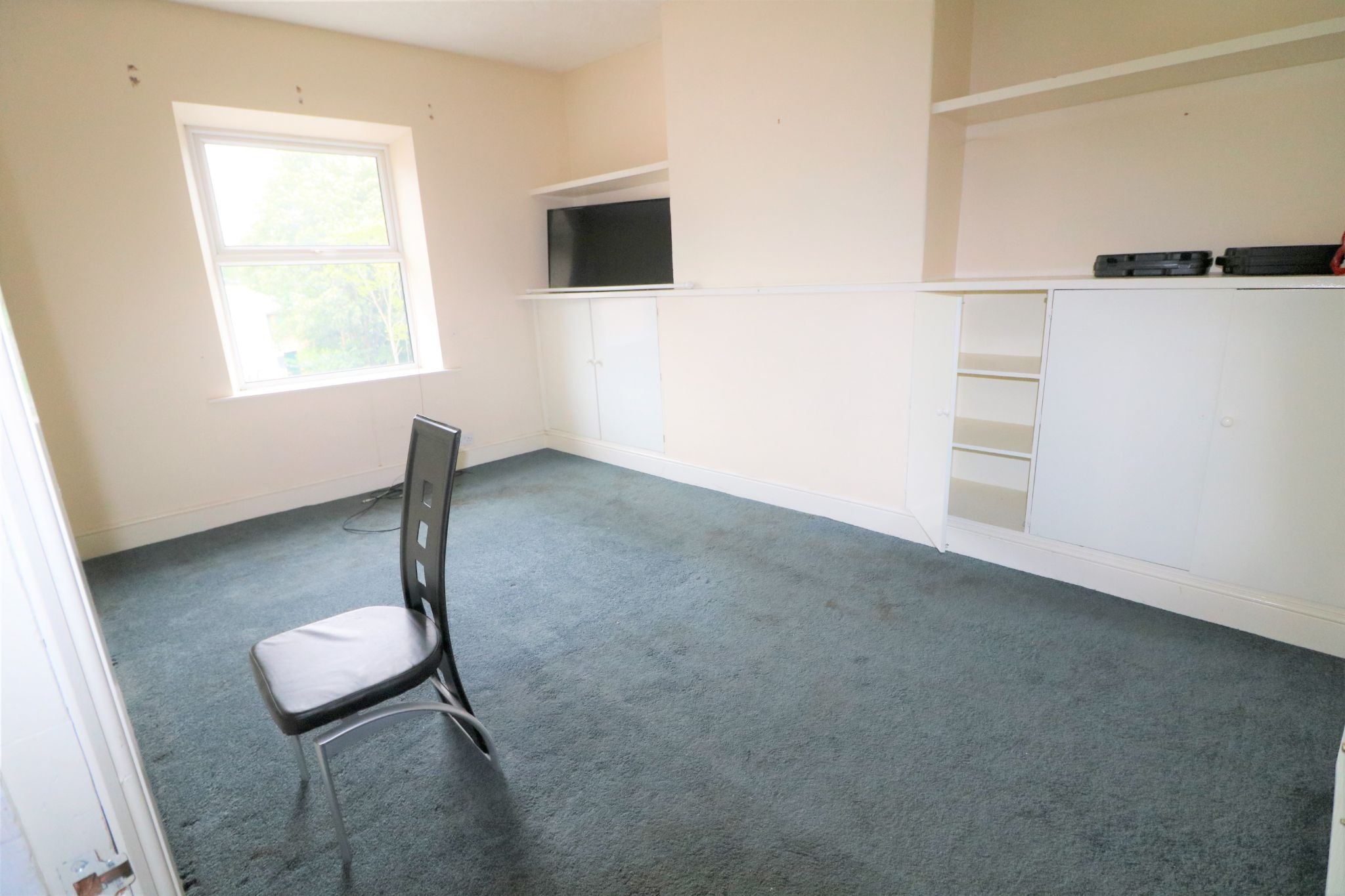 3 Bedroom Public House To Rent - Photograph 12