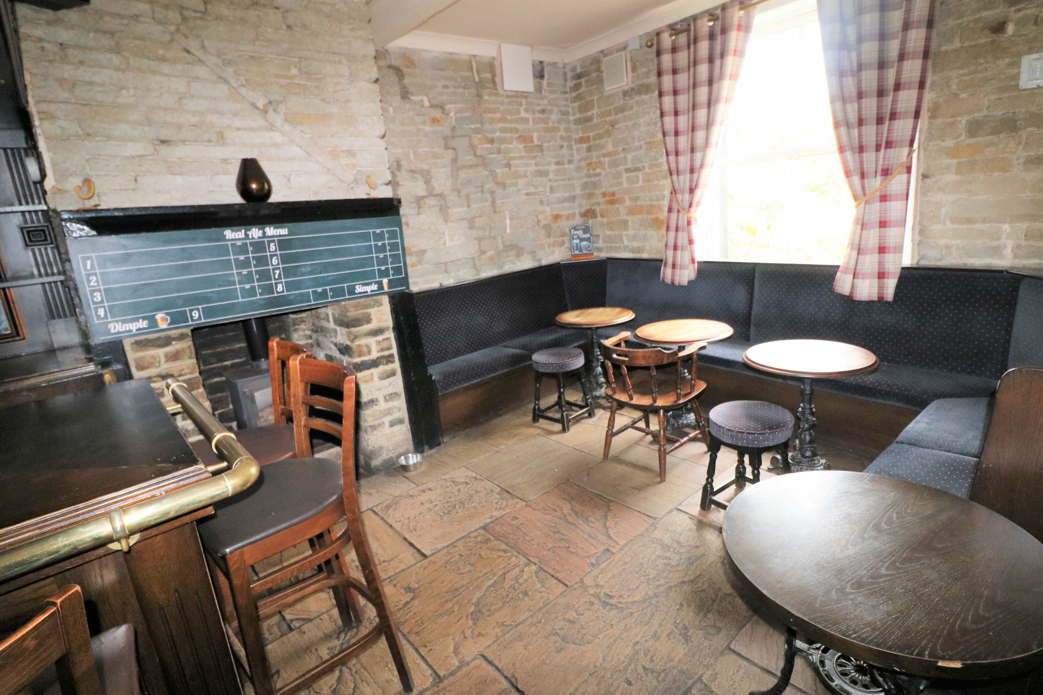 3 Bedroom Public House To Rent - Photograph 7