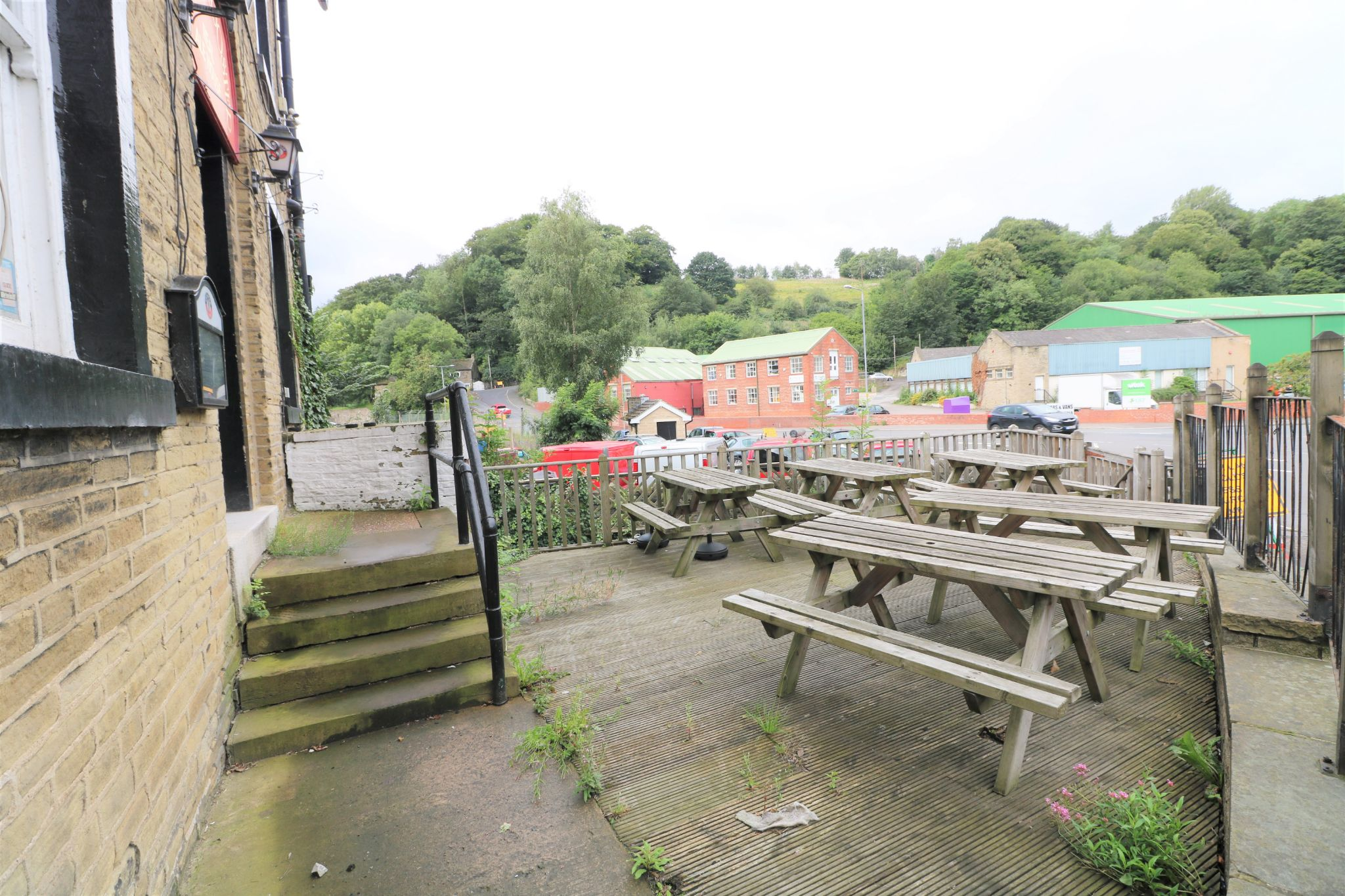3 Bedroom Public House To Rent - Photograph 3