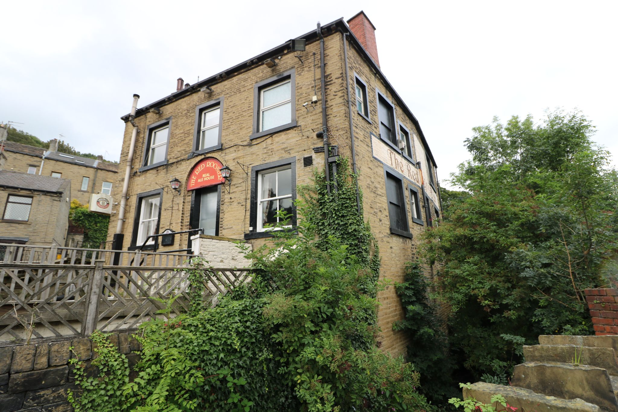 3 Bedroom Public House To Rent - Photograph 2