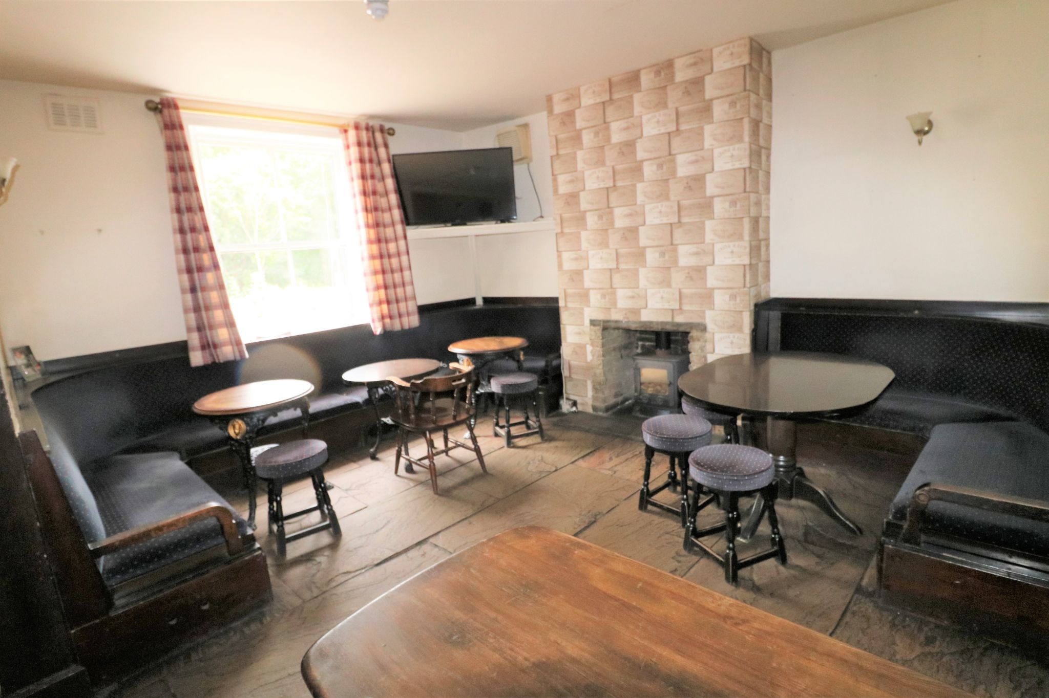3 Bedroom Public House To Rent - Photograph 5