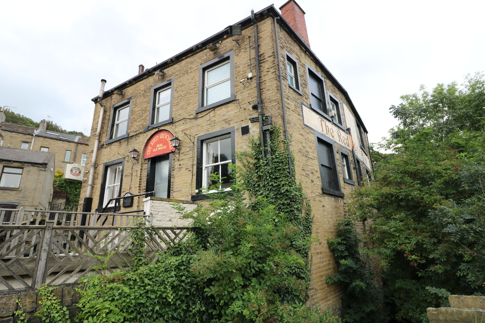 3 Bedroom Public House To Rent - Photograph 15