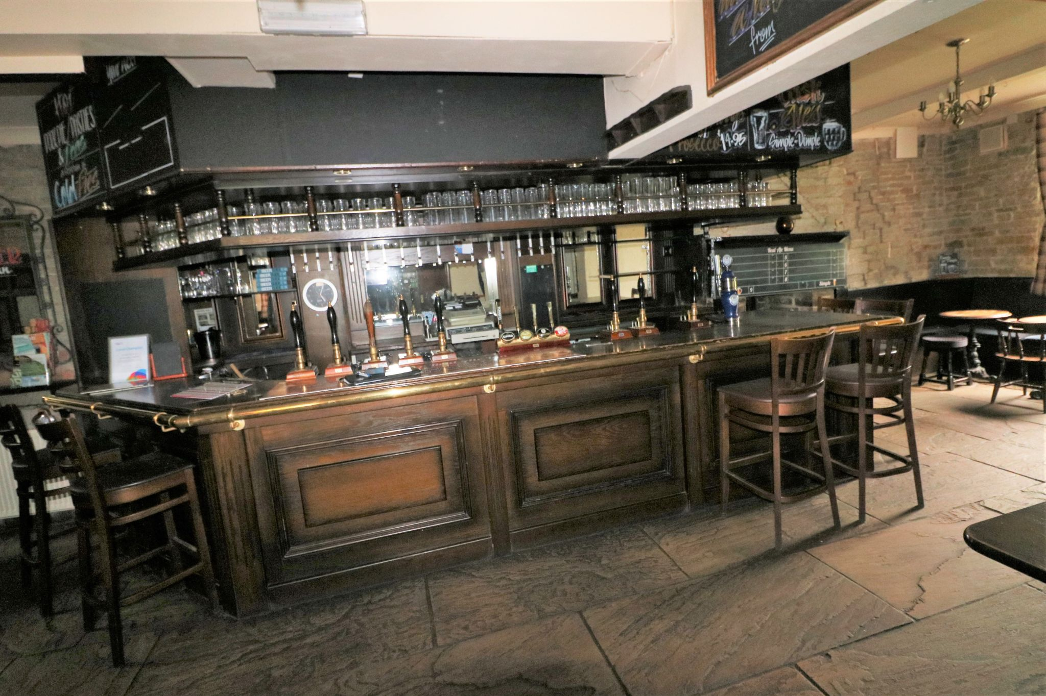 3 Bedroom Public House To Rent - Photograph 4