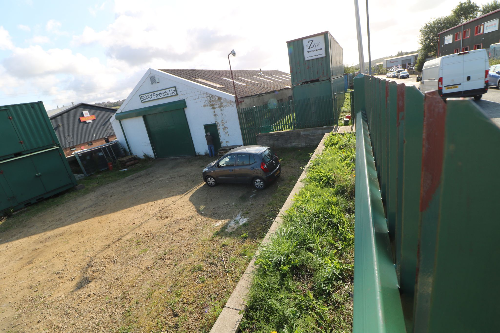 Industrial Units To Rent - Photograph 3