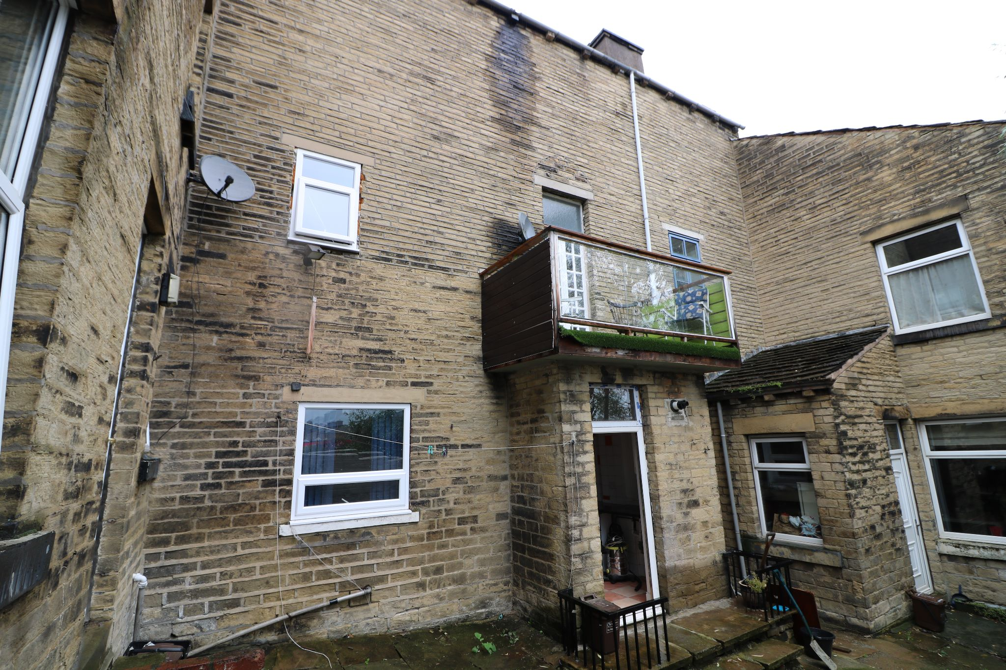 4 Bedroom Town House For Sale - Outside Rear