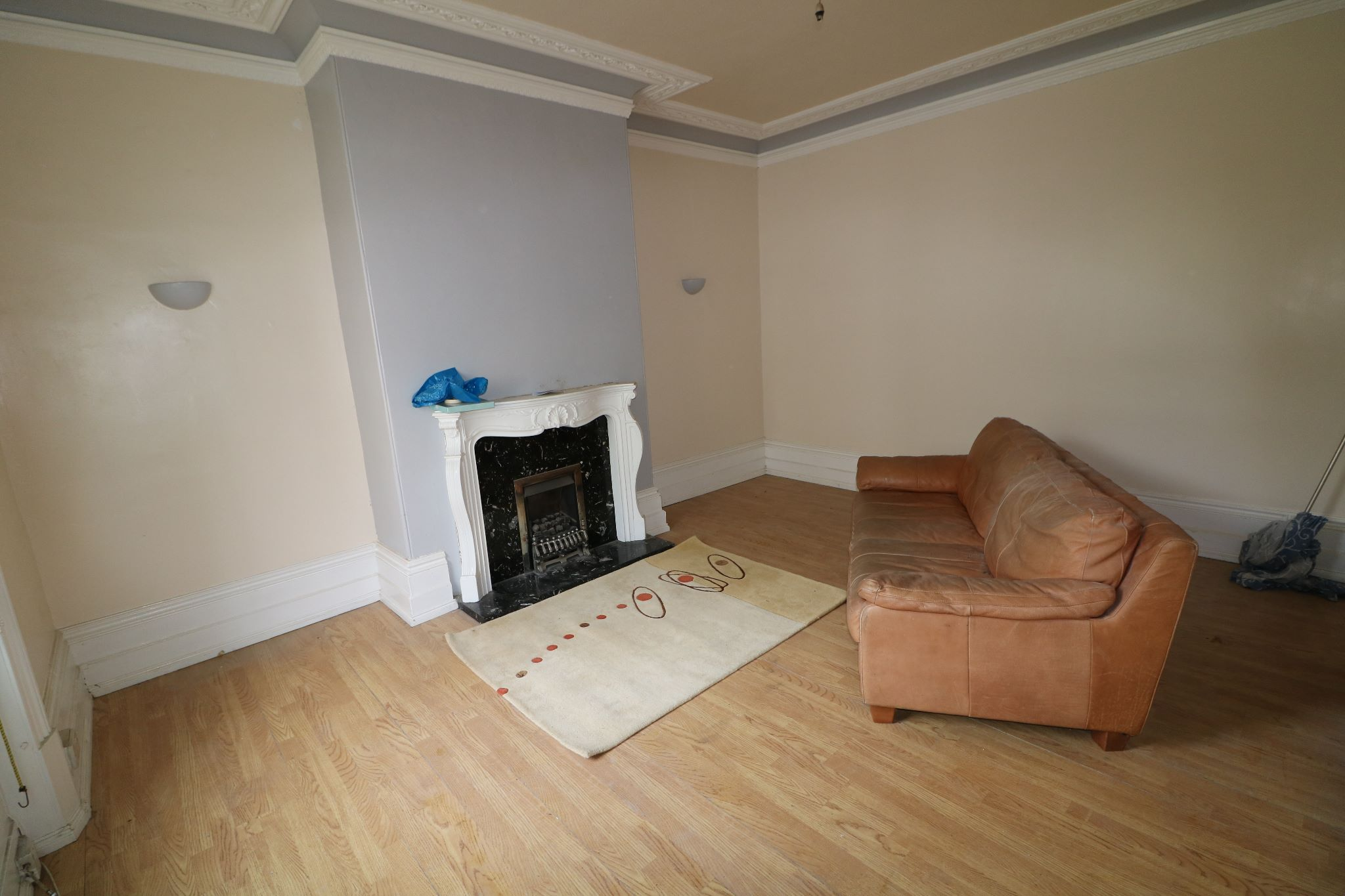 4 Bedroom Town House For Sale - Lounge