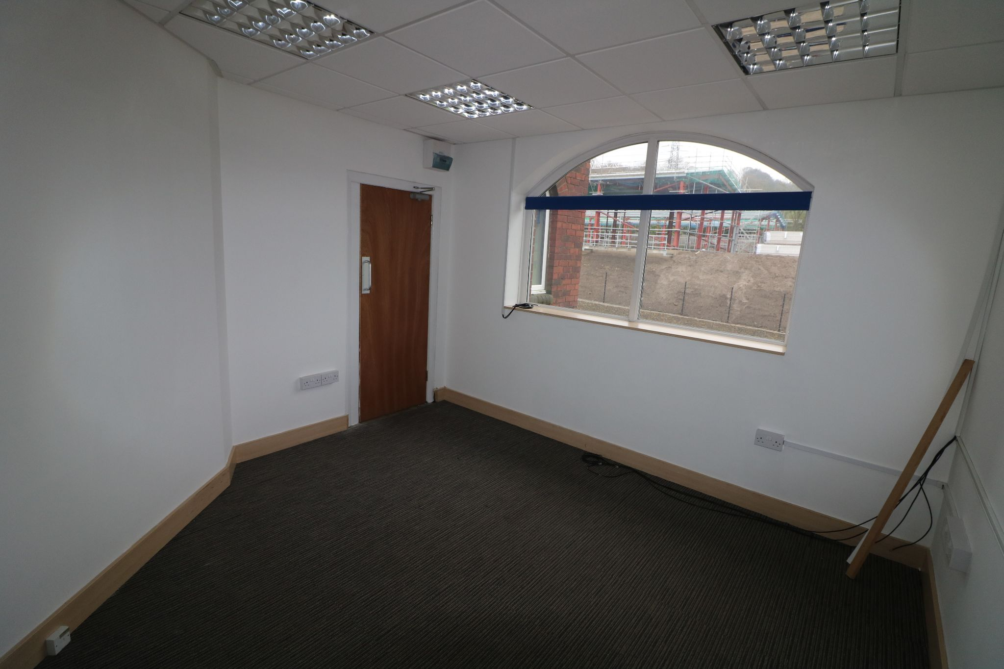 Office To Rent - Photograph 7
