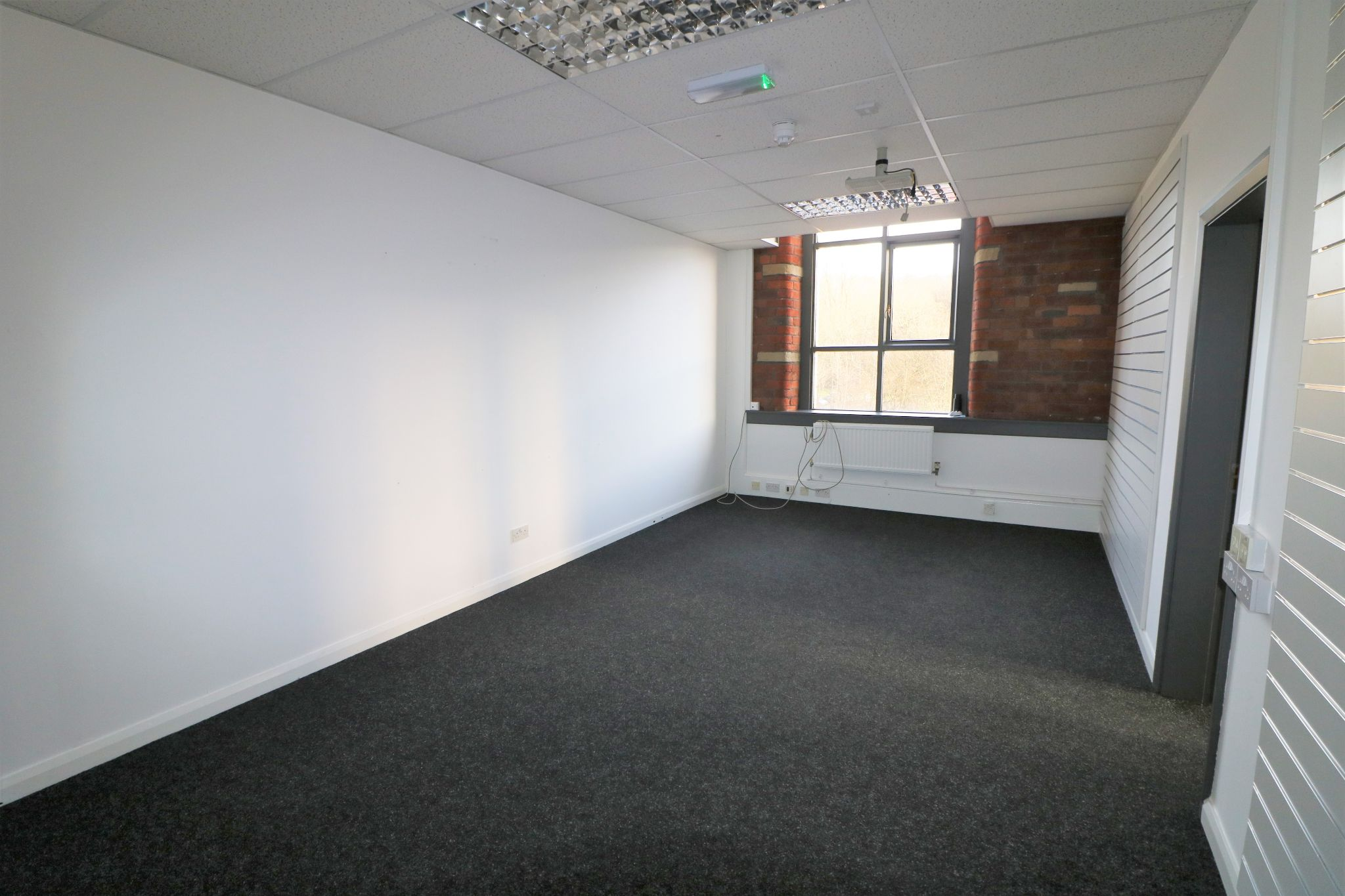 Office To Rent - Photograph 5