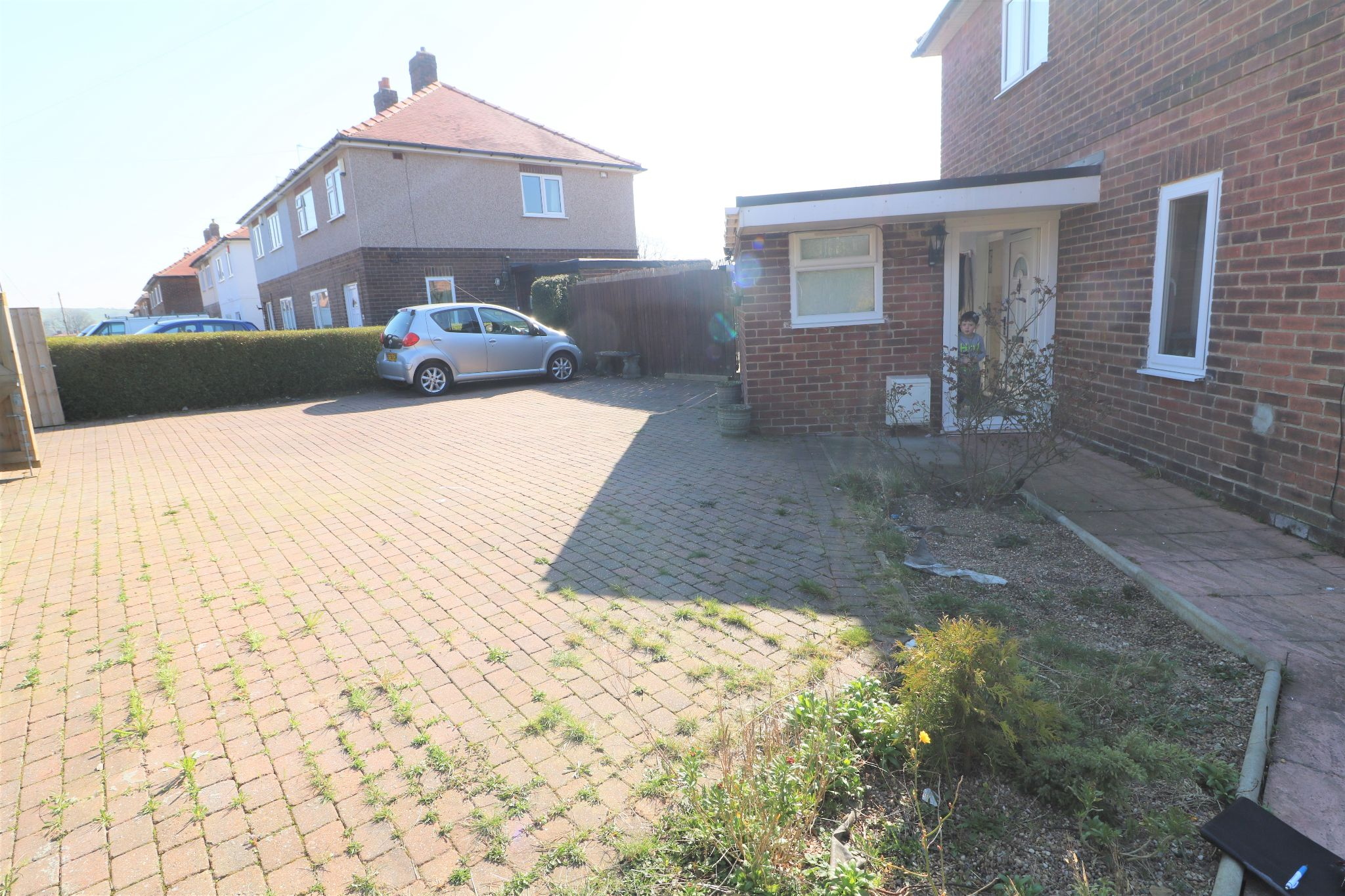 3 Bedroom Semi-detached House For Sale - Photograph 19