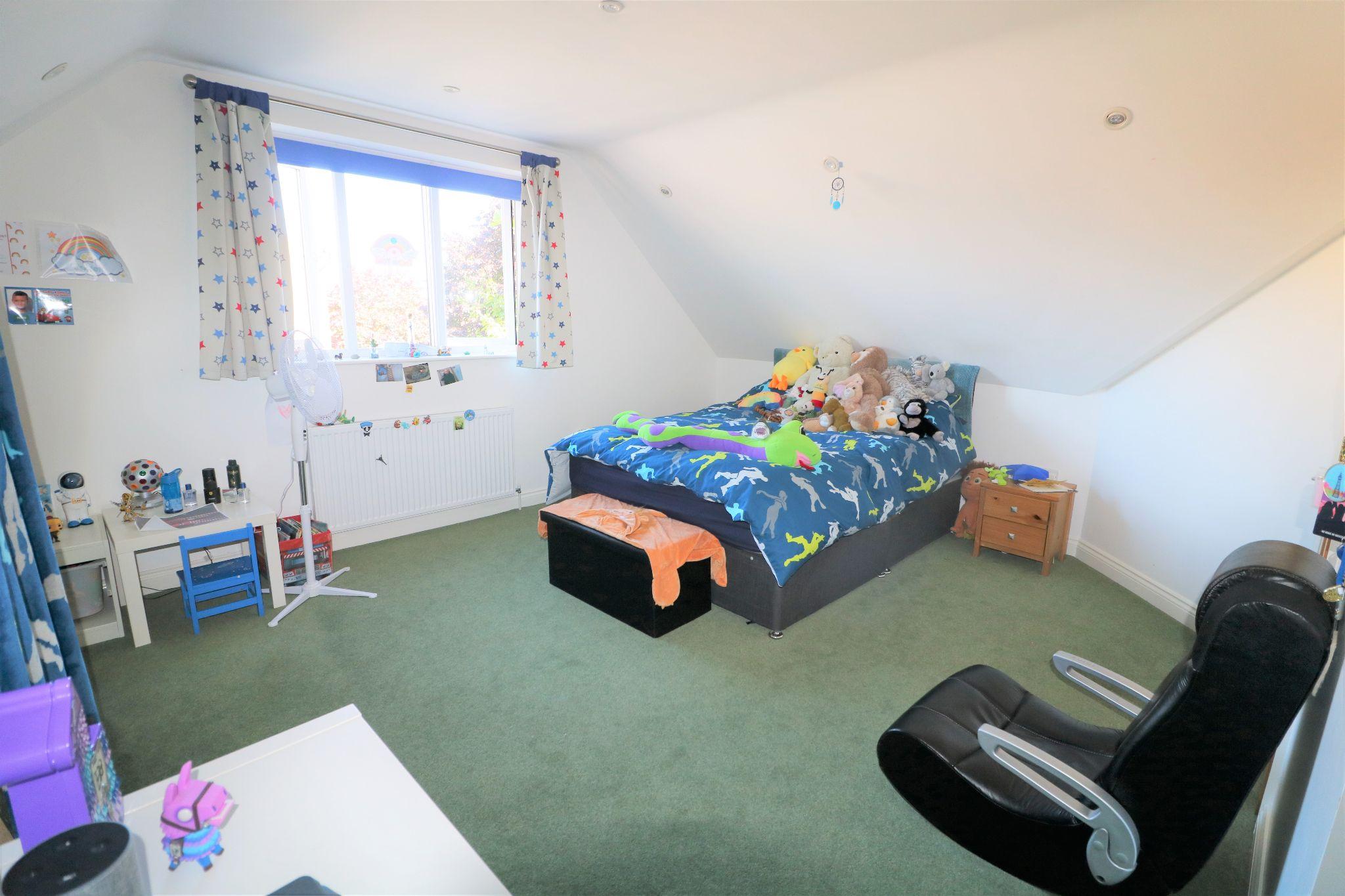 4 Bedroom Detached Dormer House For Sale - Photograph 12