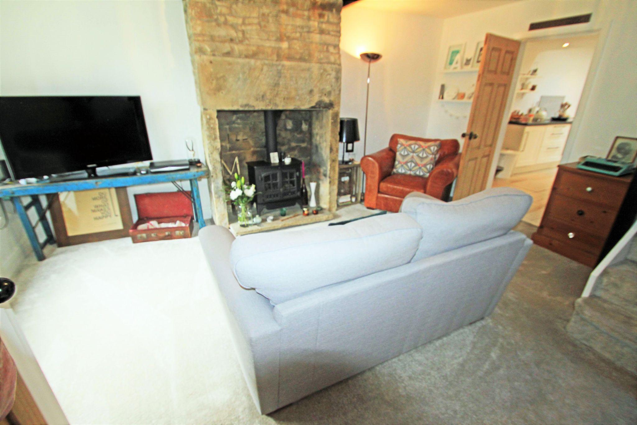 1 Bedroom Cottage House For Sale - LOUNGE