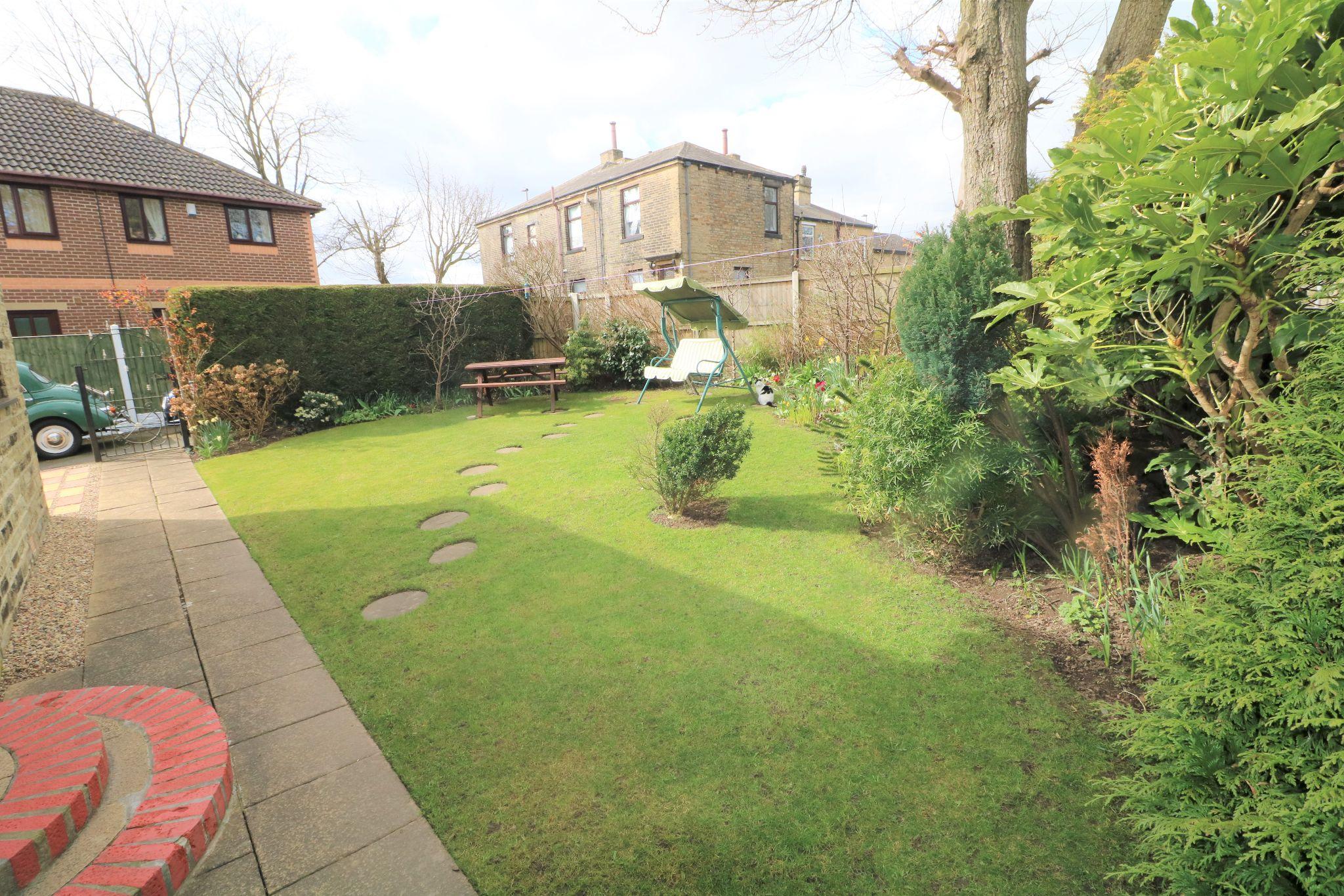 3 Bedroom Detached House For Sale - Garden