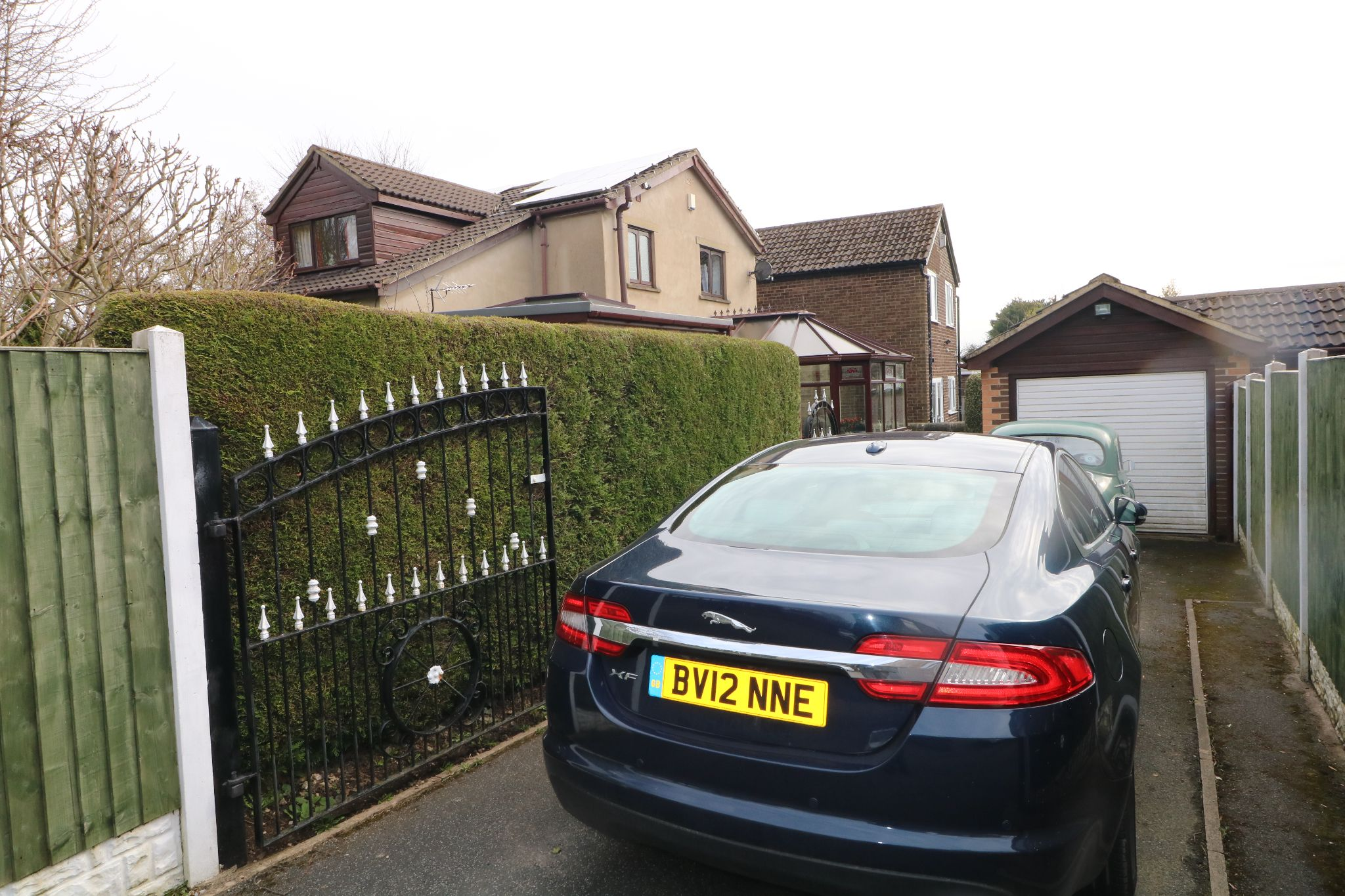 3 Bedroom Detached House For Sale - Private Driveway