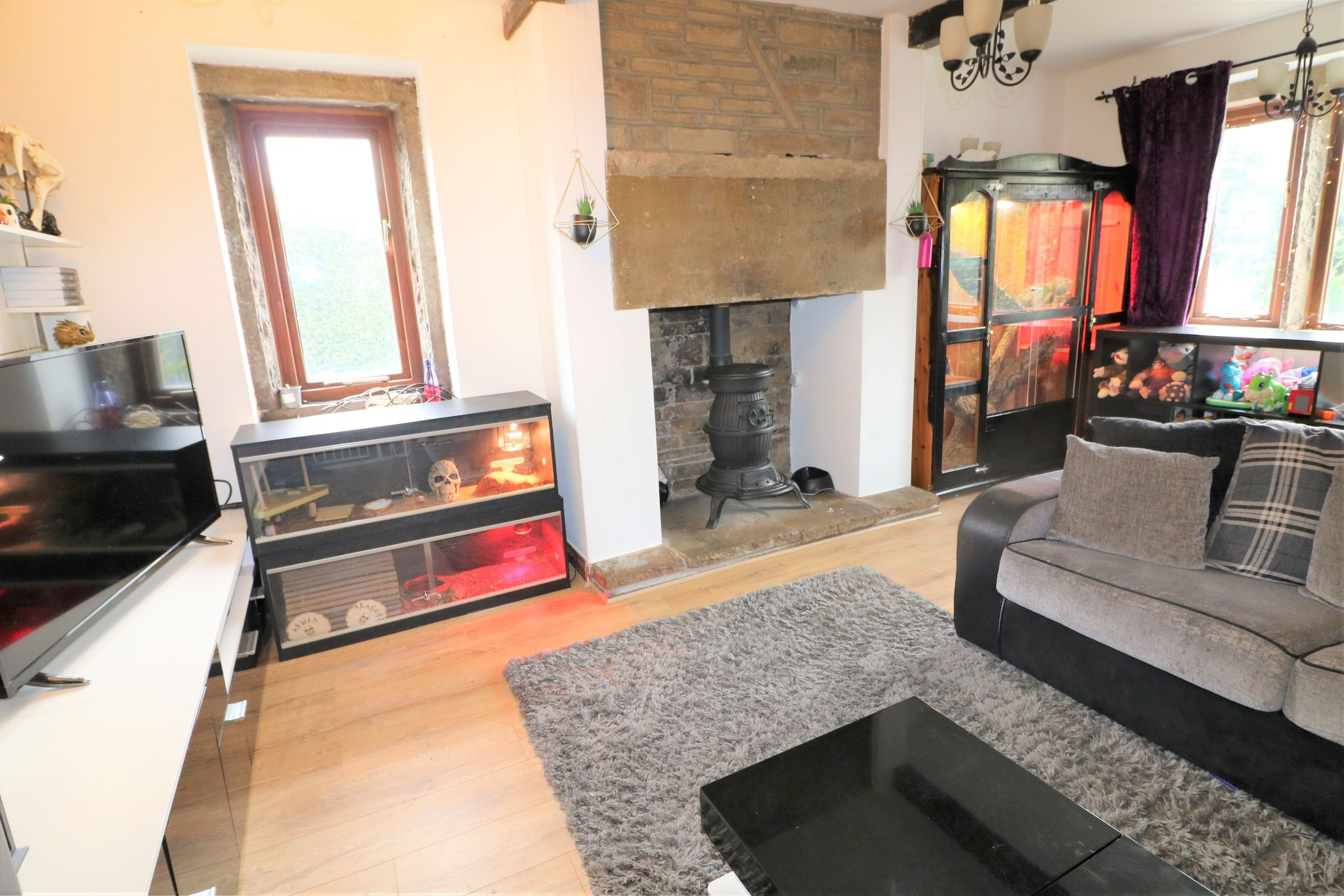 2 Bedroom Cottage House For Sale - Photograph 4