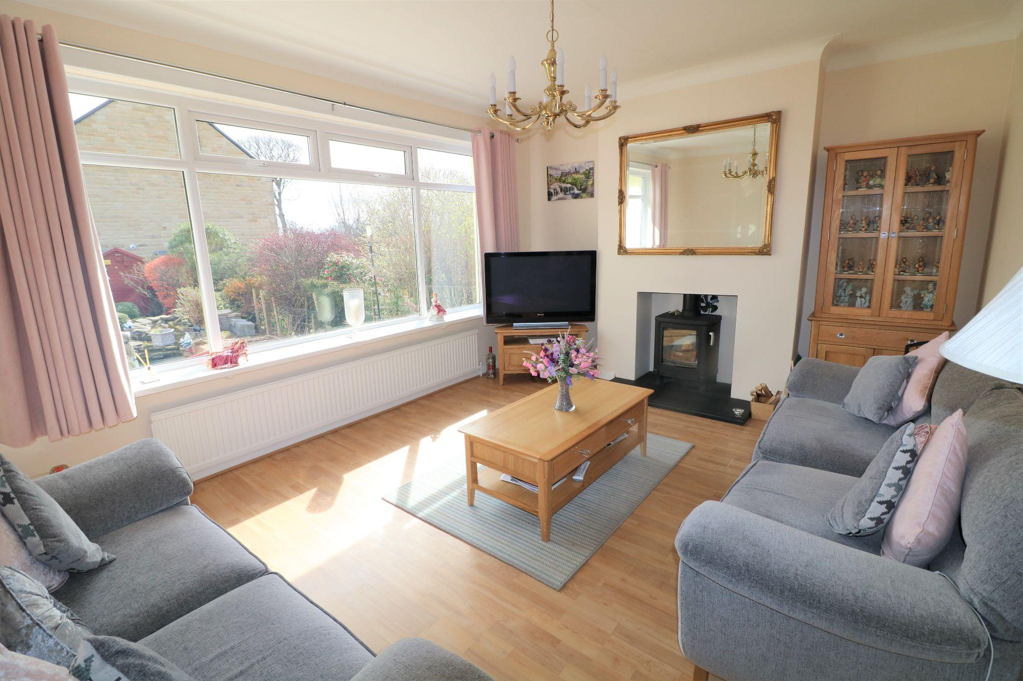2 Bedroom Semi-detached Bungalow For Sale - Photograph 4
