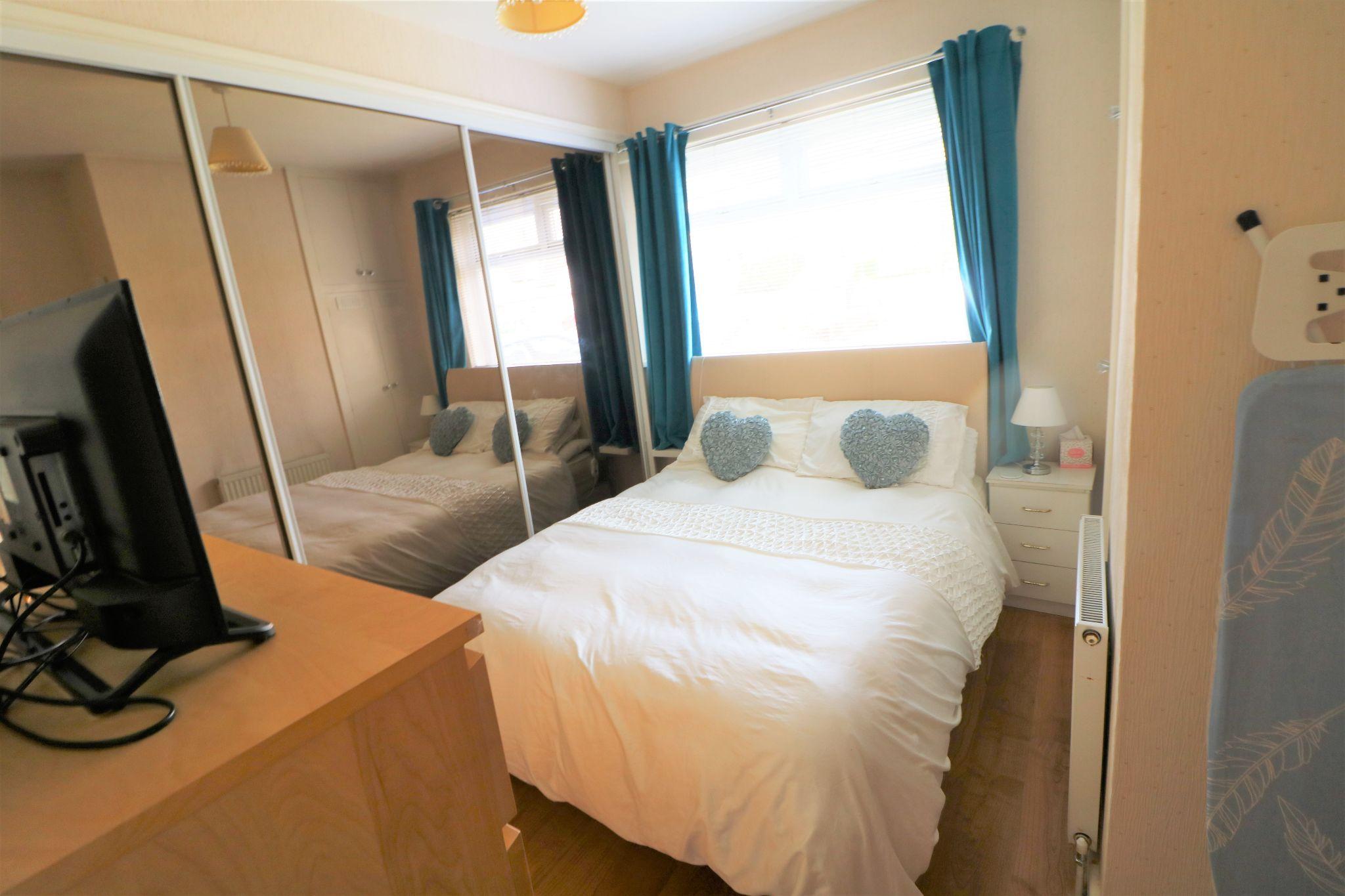 2 Bedroom Semi-detached Bungalow For Sale - Photograph 15
