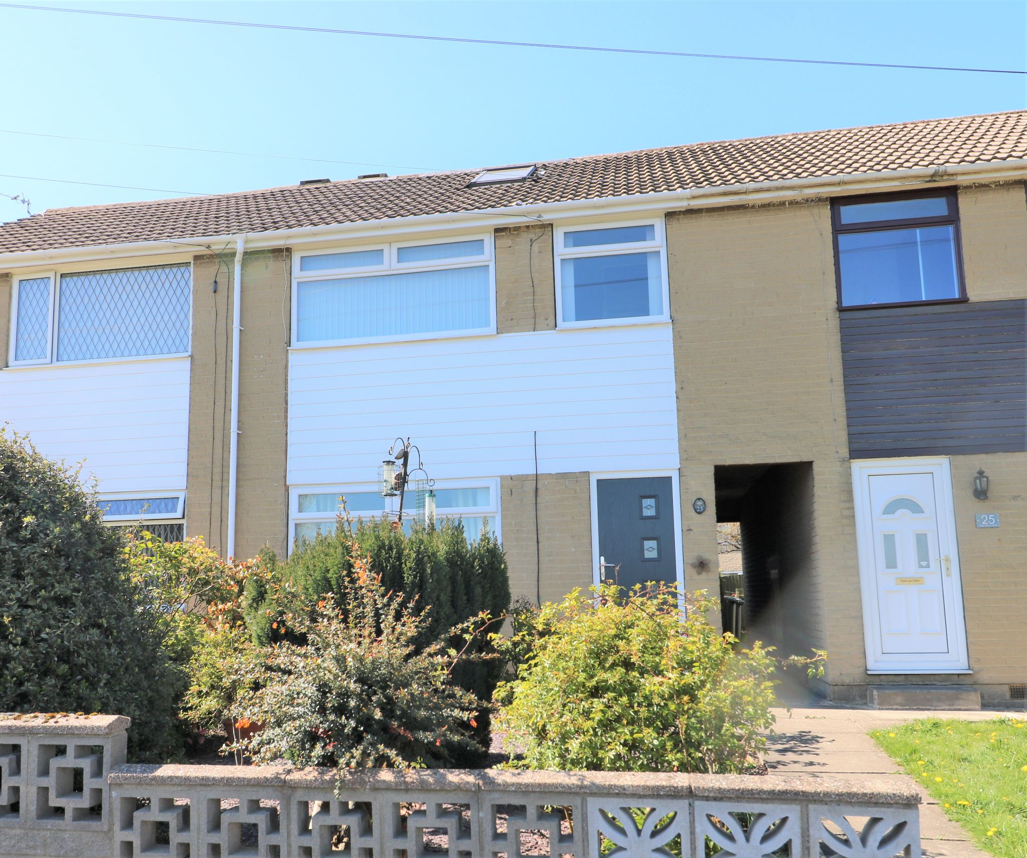 3 Bedroom Town House For Sale - Photograph 2
