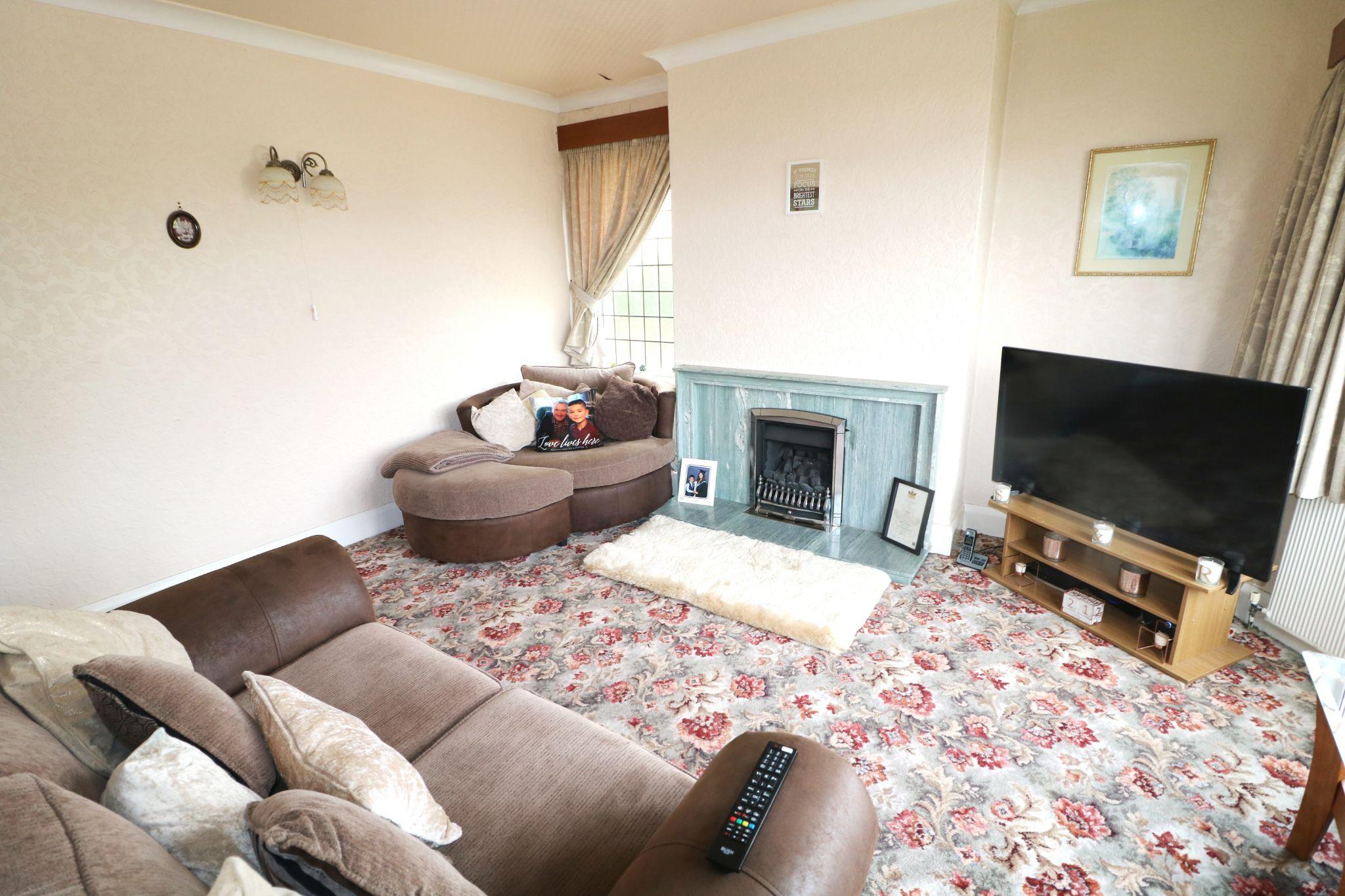 3 Bedroom Semi-detached Dormer House For Sale - Photograph 3