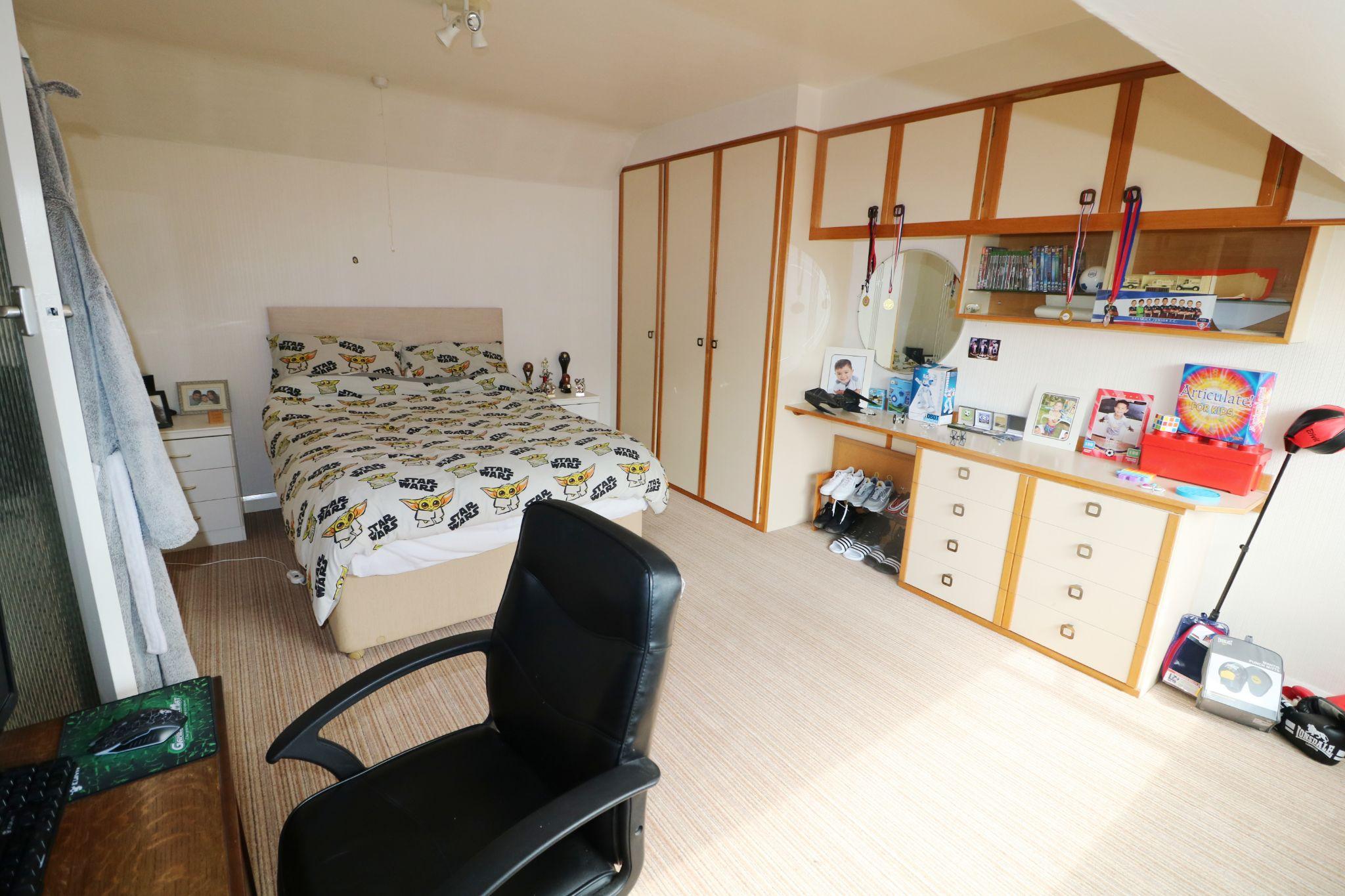 3 Bedroom Semi-detached Dormer House For Sale - Photograph 18