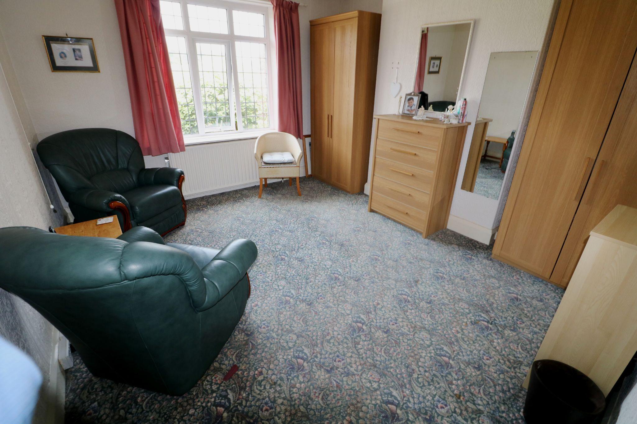3 Bedroom Semi-detached Dormer House For Sale - Photograph 7
