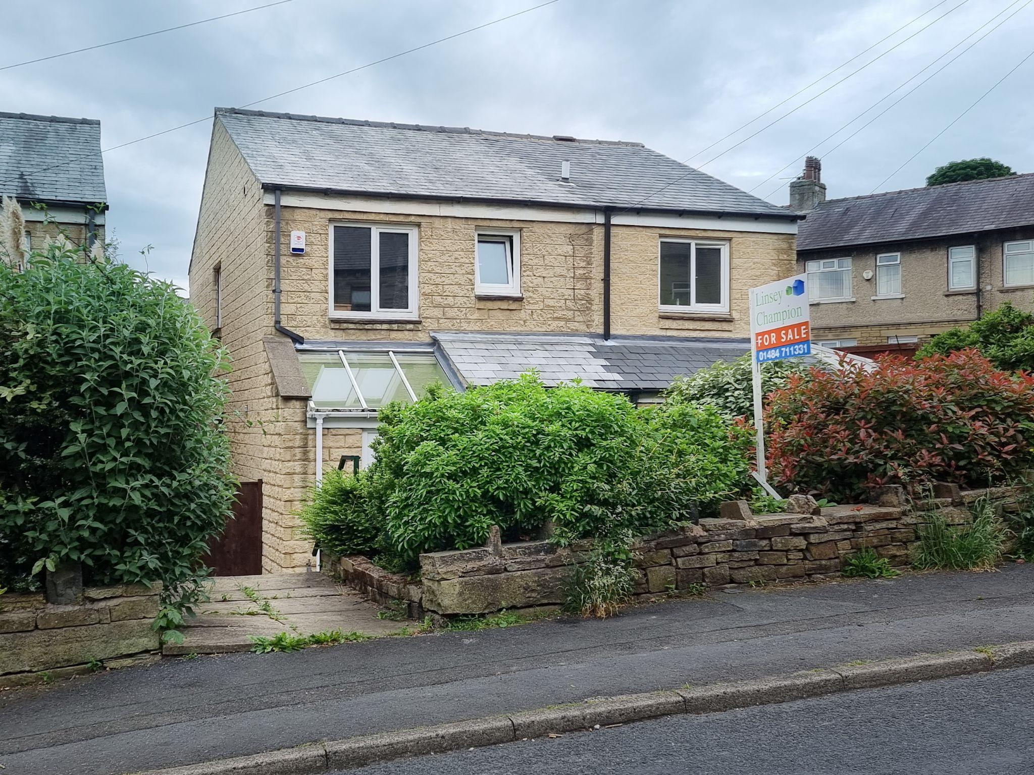4 Bedroom Detached House For Sale - Exterior