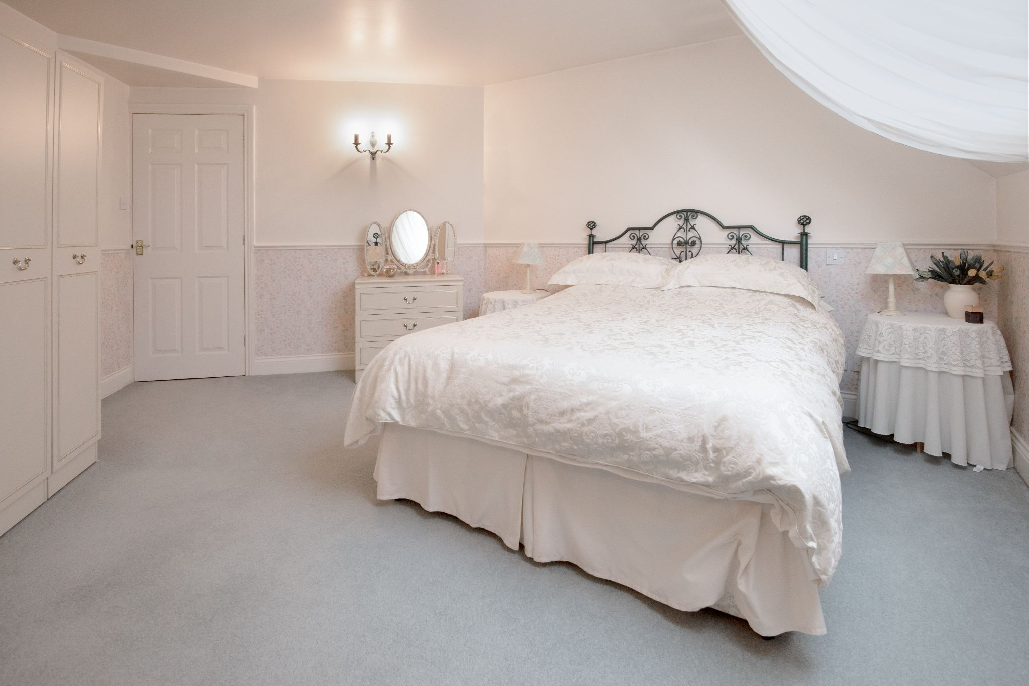 4 Bedroom Detached House For Sale - Photograph 24