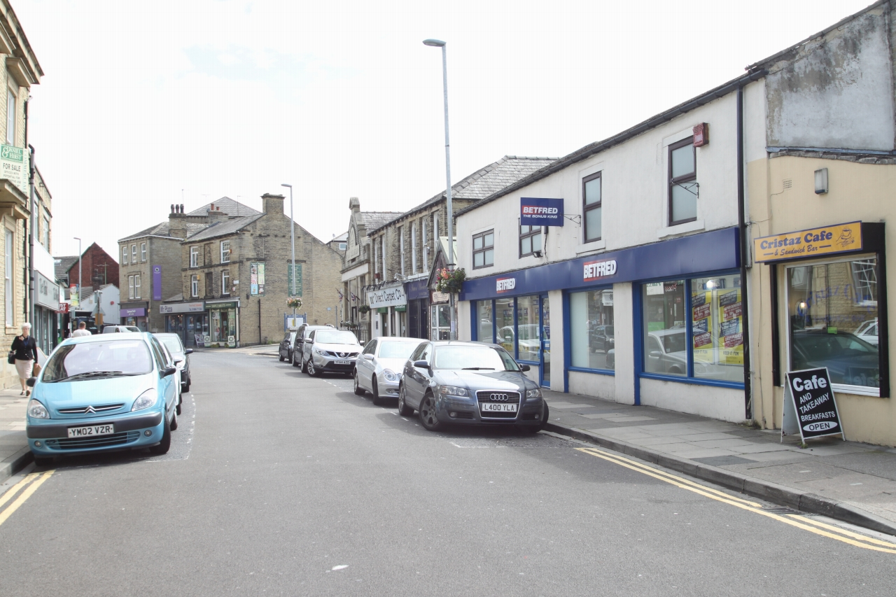 Commercial Property To Rent - Photograph 8