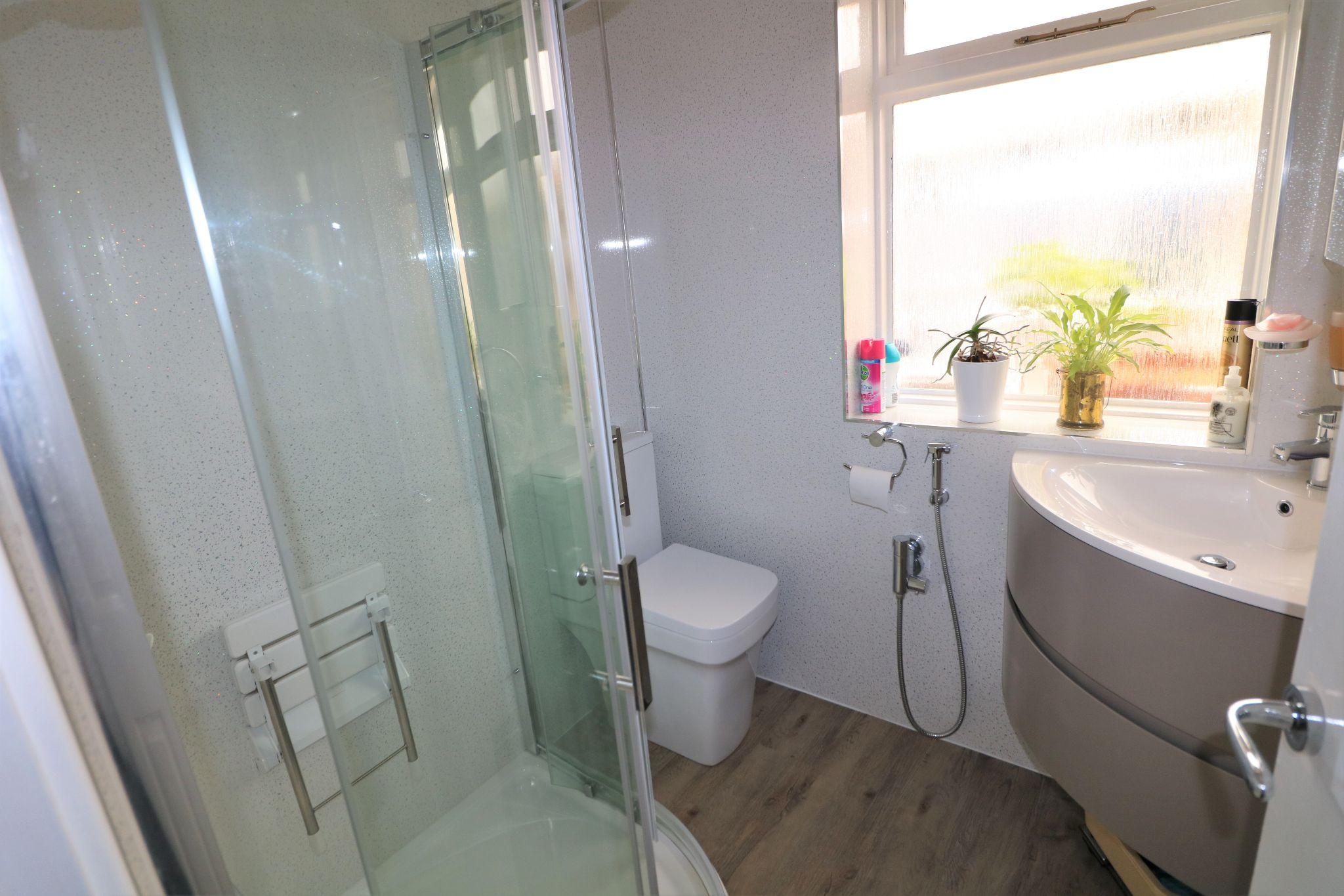 3 Bedroom Detached Bungalow For Sale - Photograph 9