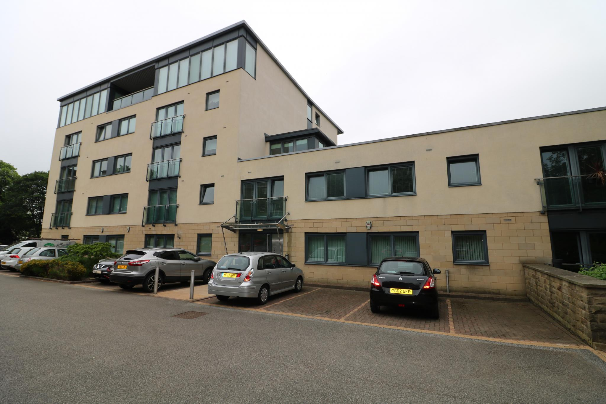 2 Bedroom Apartment Flat/apartment For Sale - Front exterior and car park