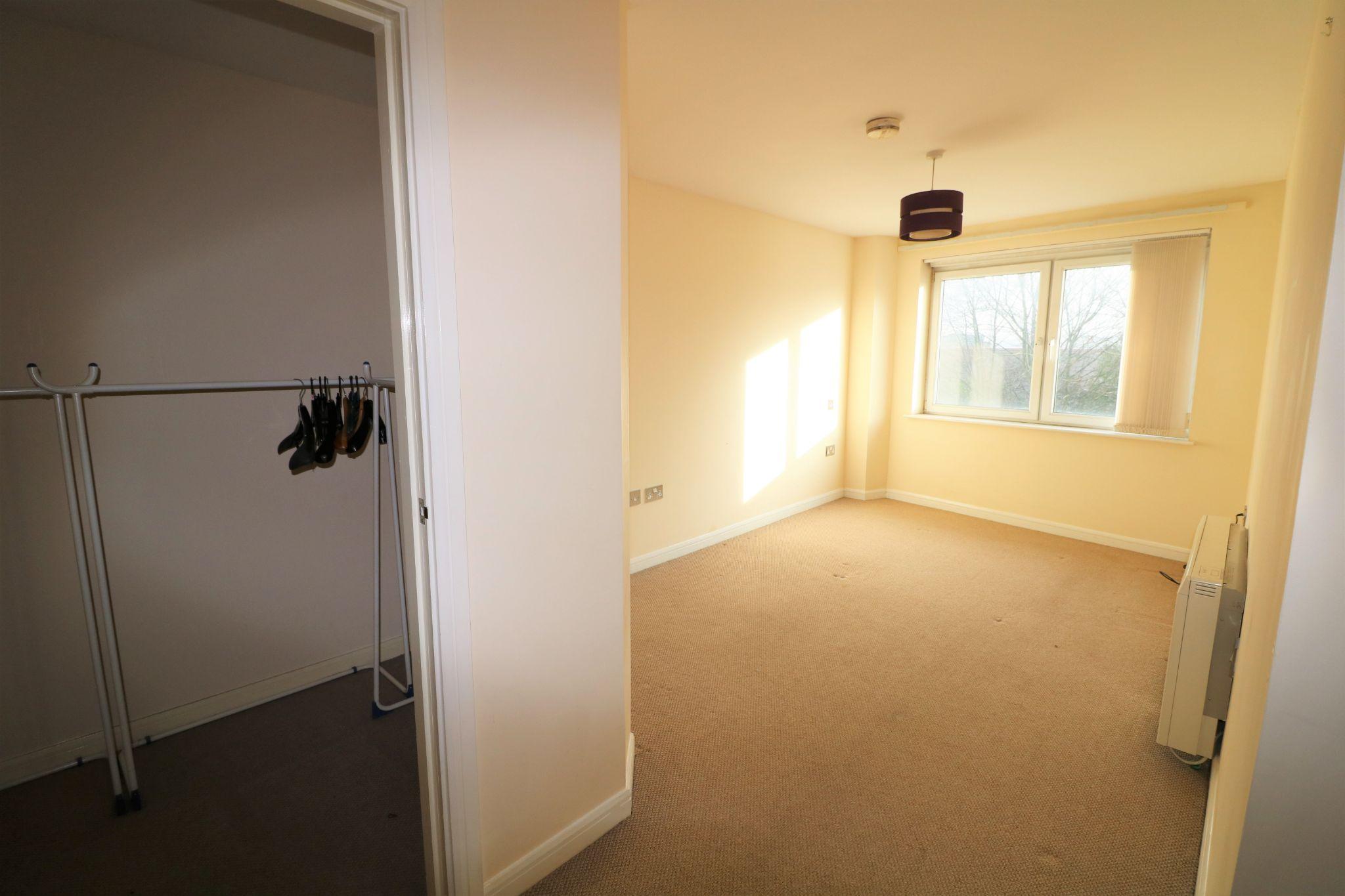 2 Bedroom Ground Floor Flat/apartment To Rent - Photograph 8