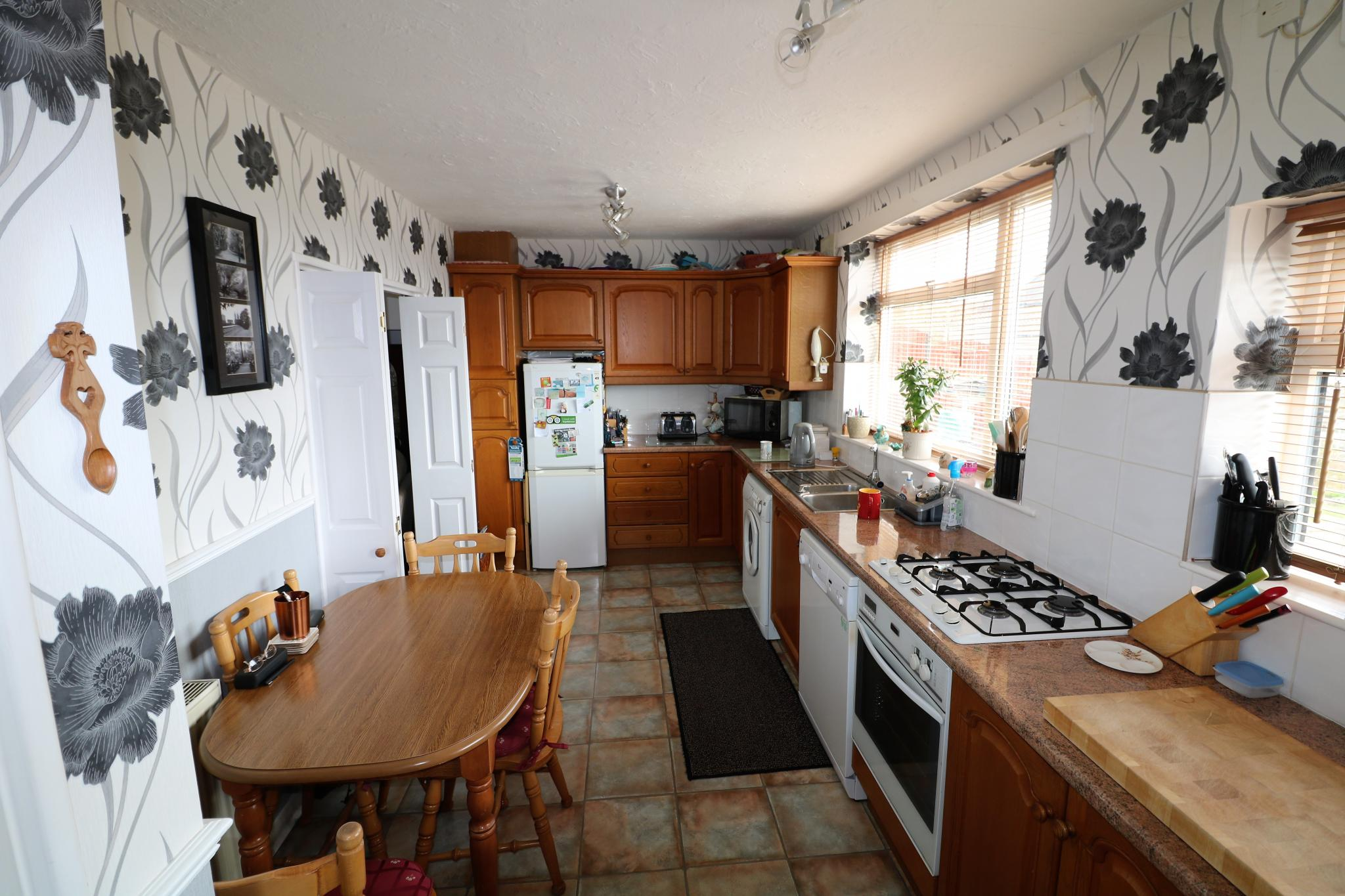 2 Bedroom Town House For Sale - Photograph 4